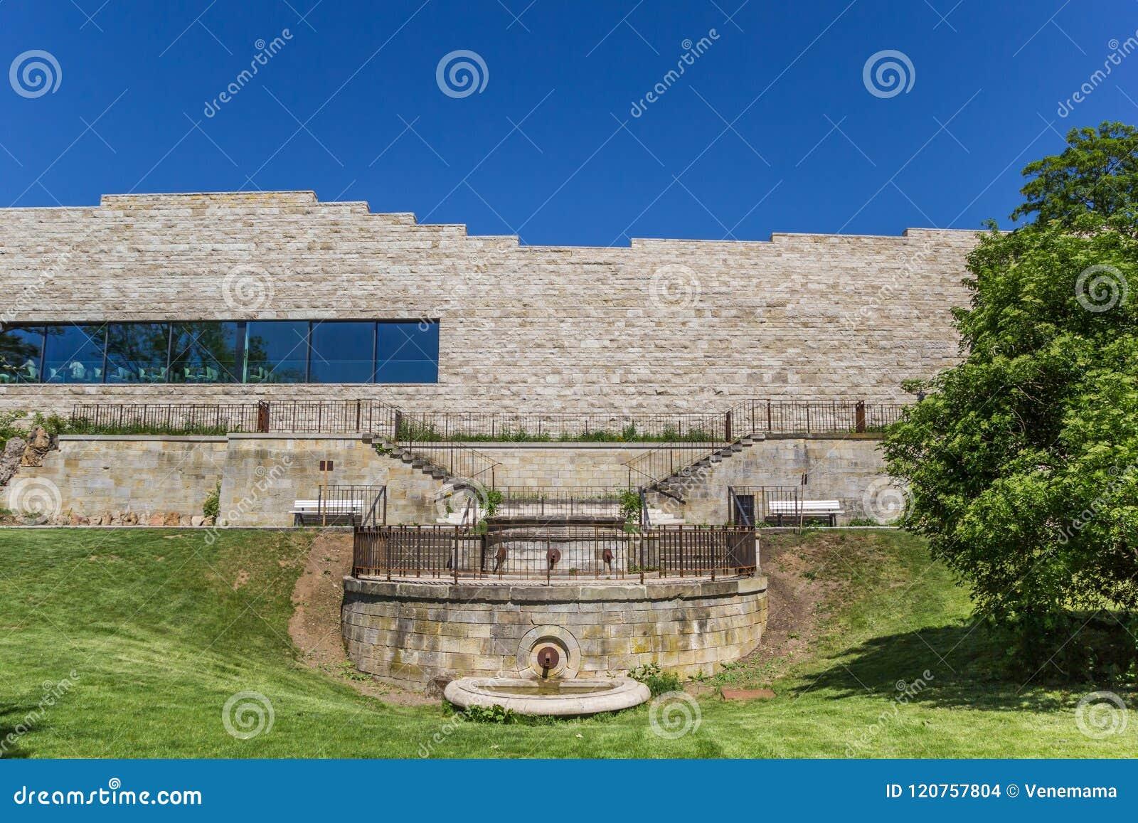 Nowożytny Grimmwelt budynek na górze Weinberg wzgórza