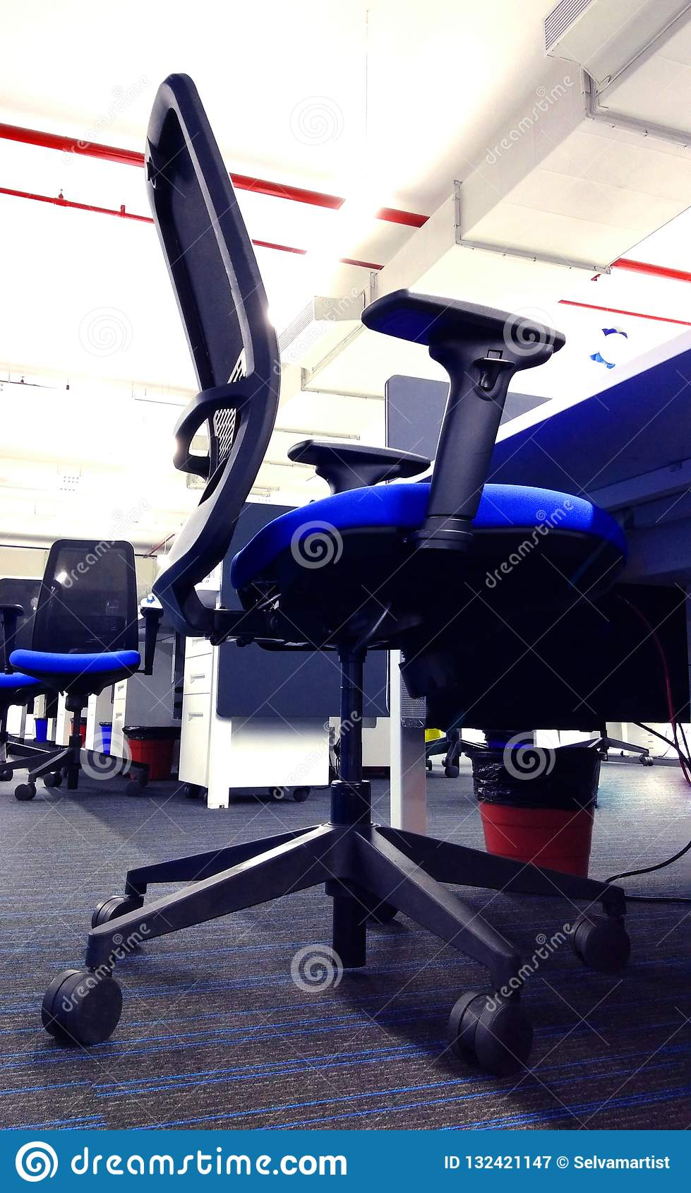 Nowożytny krzesło rząd pracy stacja technologie informacyjne firma