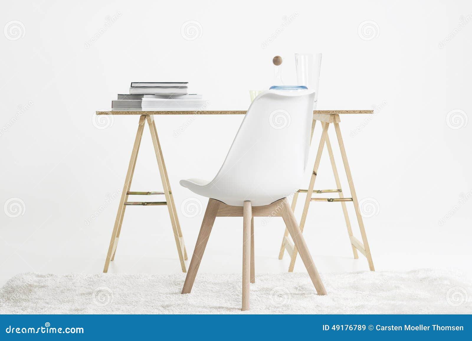 Ogromny Nowożytny Minimalistyczny Biurko I Krzesło Obraz Stock - Obraz SF23