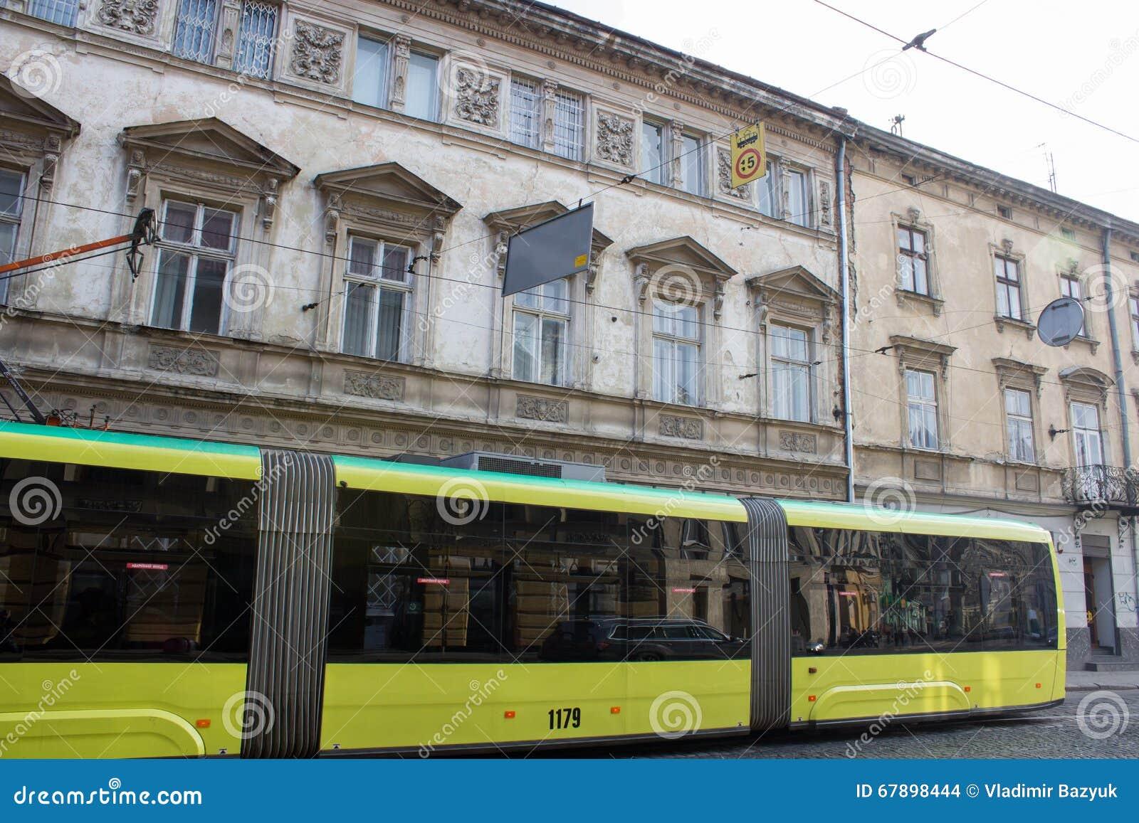 Nowożytny tramwaj w mieście