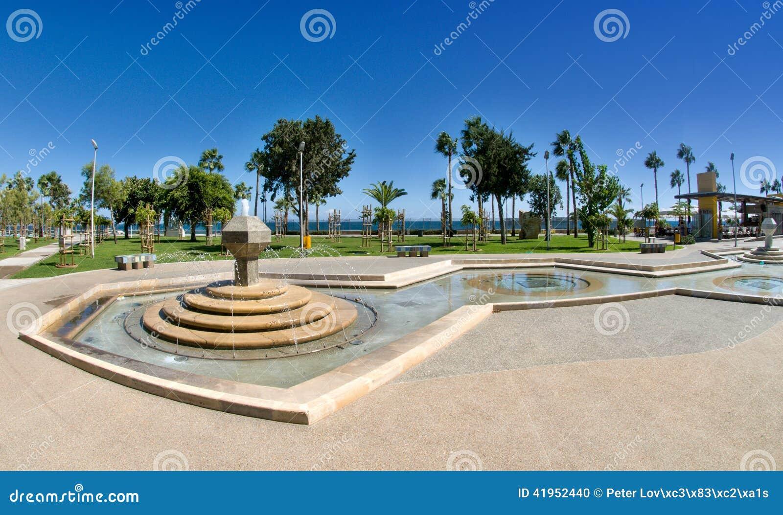 Nowożytny deptak - Limassol, Cypr