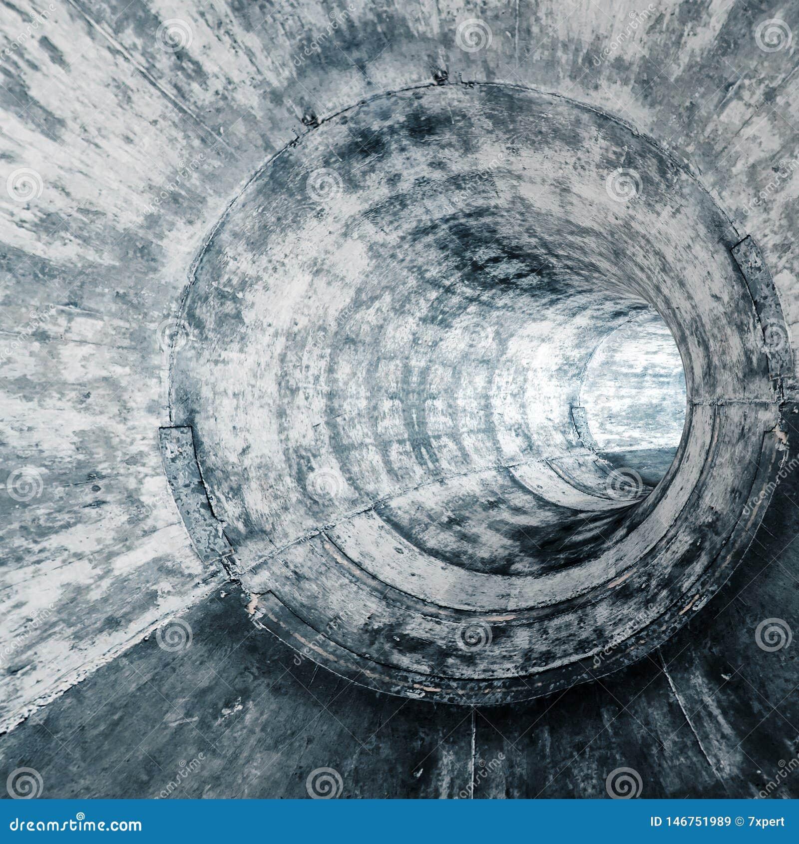 Nowo?ytny futurystyczny betonowy tunel