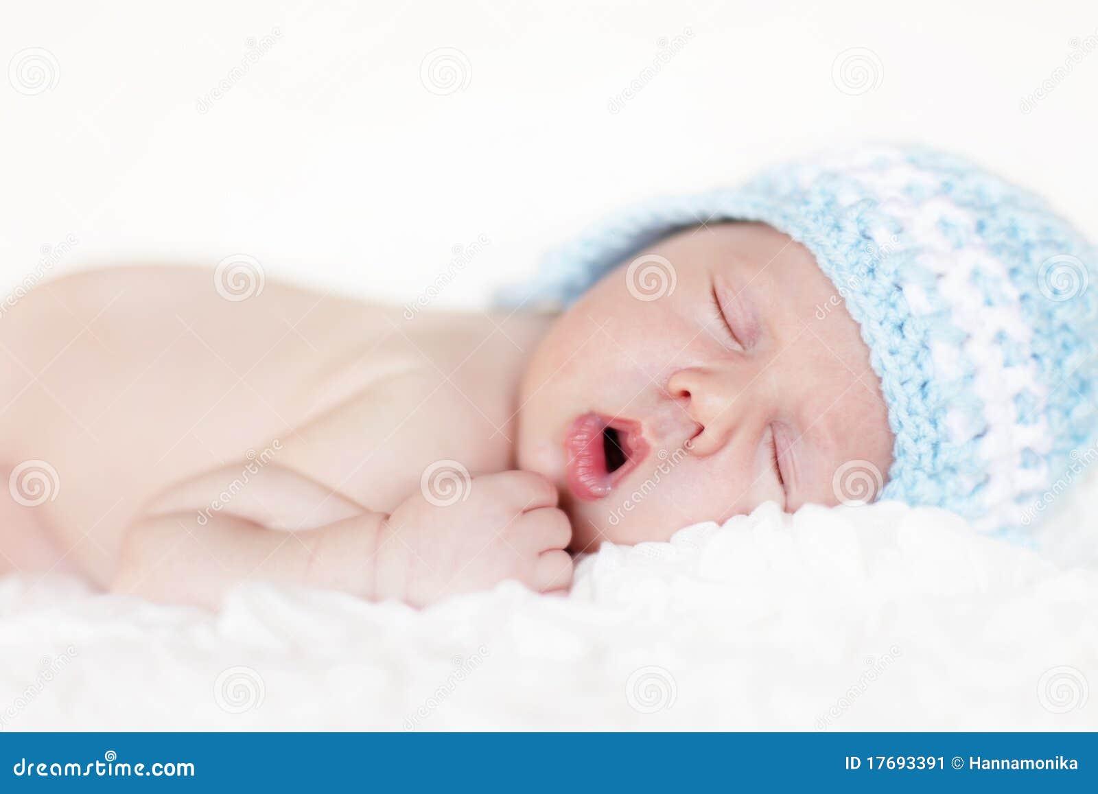 Nowonarodzony dziecka dosypianie