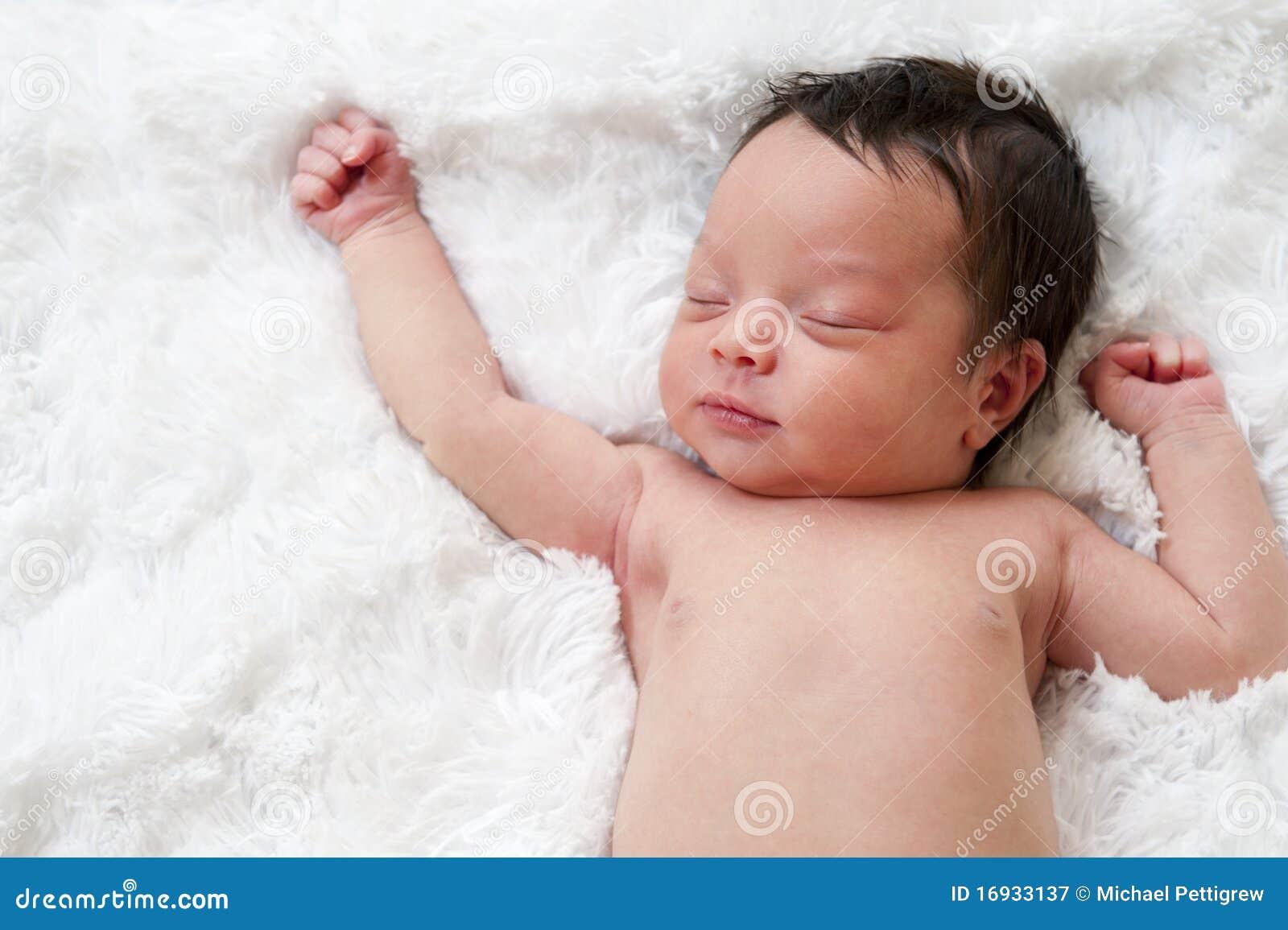 Nowonarodzony uśpiony dziecko