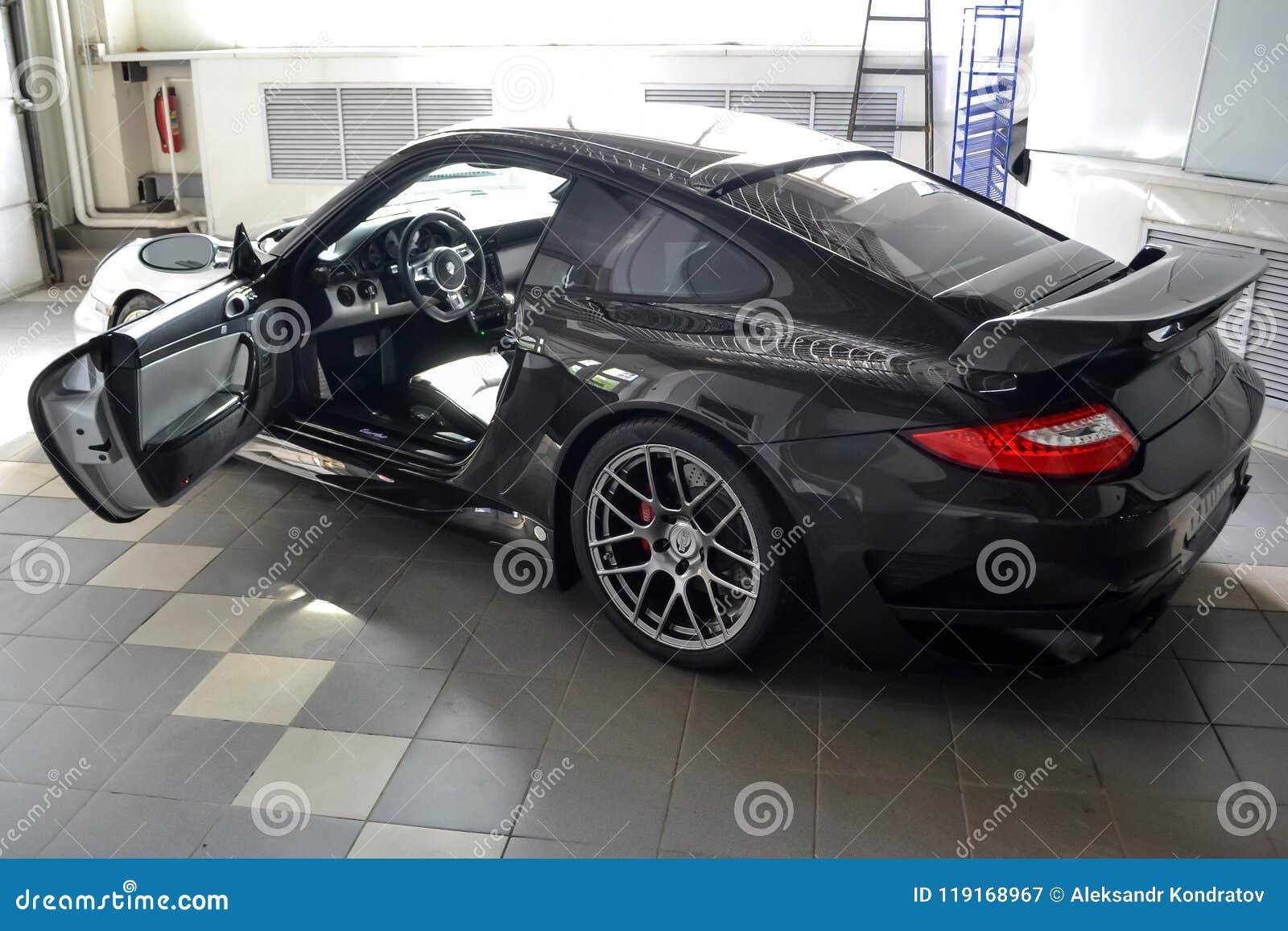 Nowosibirsk, Russland - 06 14 2018: Porsche 911