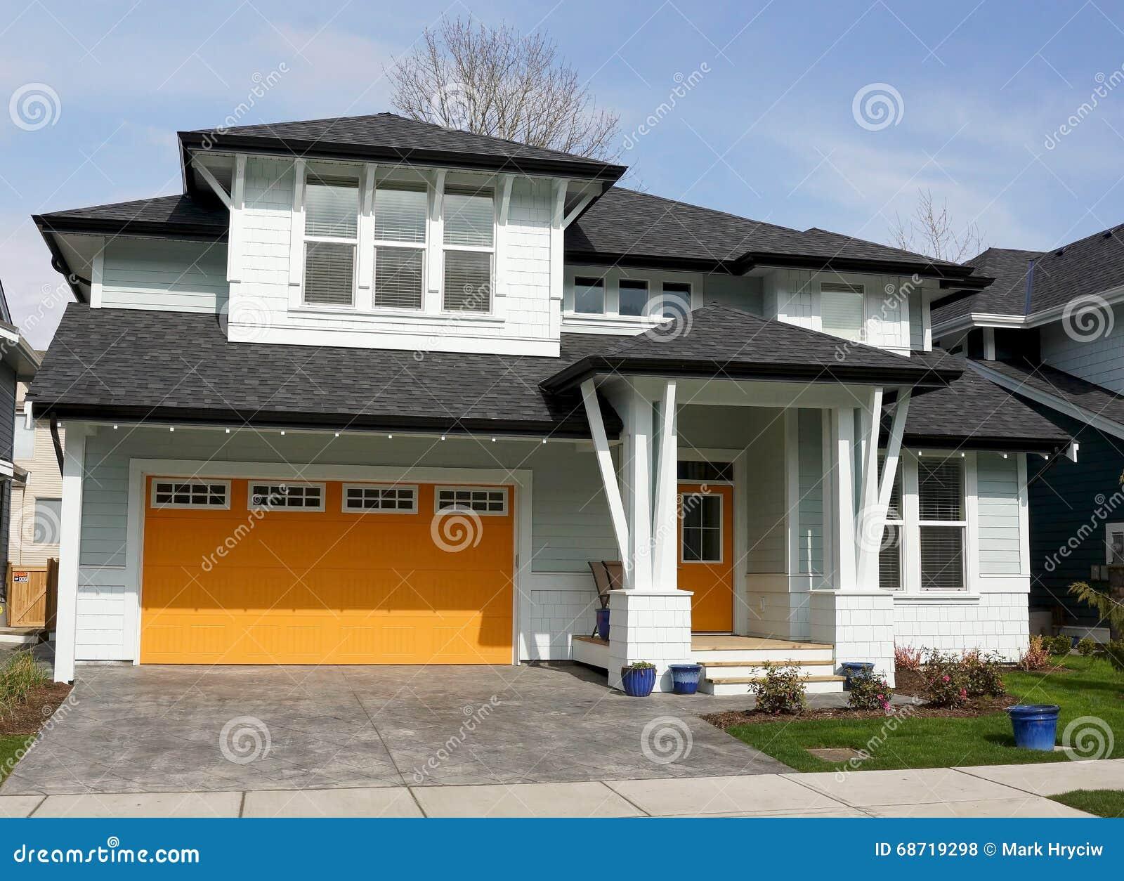 Nowy domu dom Z Jaskrawymi kolorami