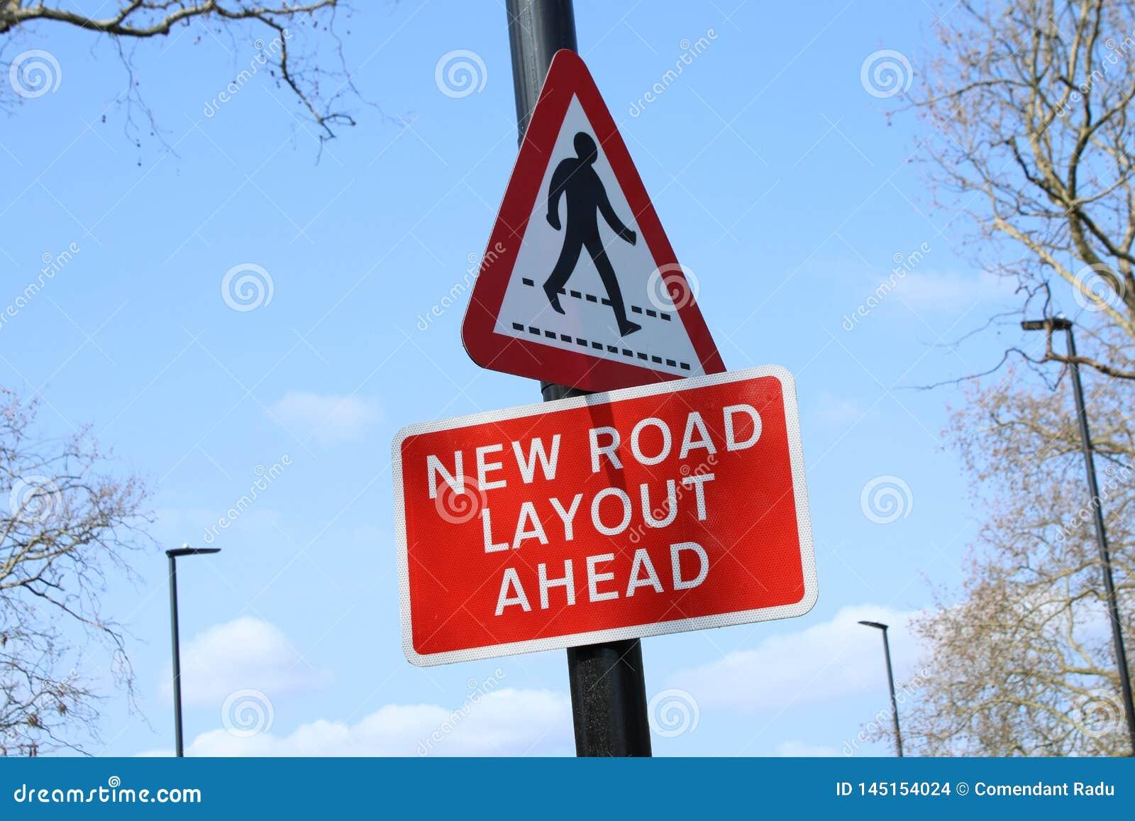 Nowy drogowy układ naprzód Podpisuje wewnątrz UK