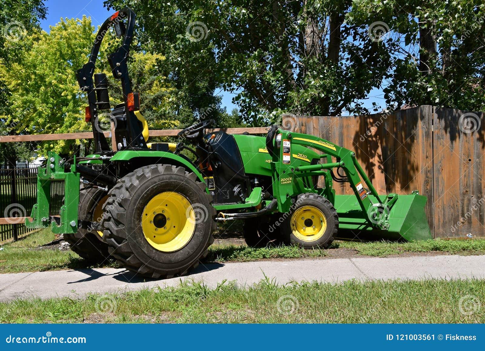 Nowy 2520 John Deere ciągnik z ładowaczem