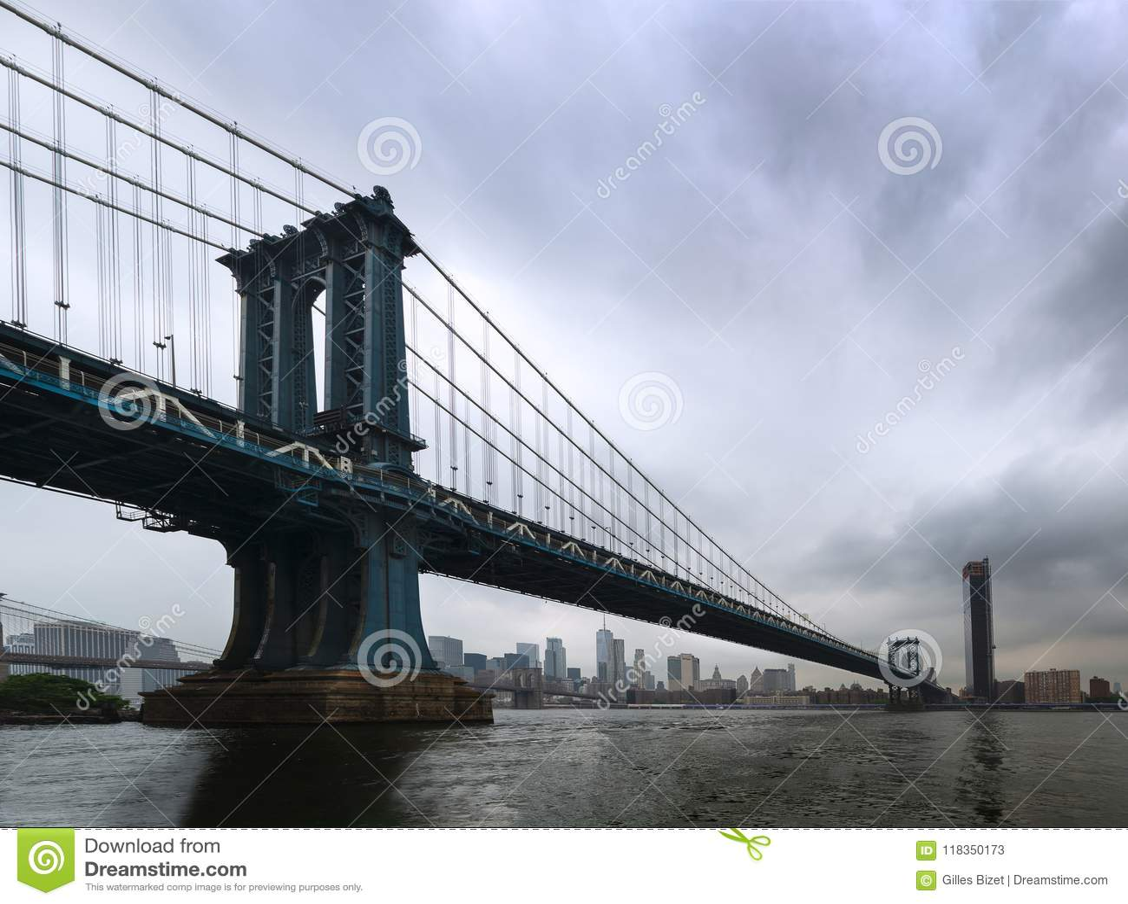 Nowy Jork - panorama na Manhattan moscie od Brooklyn