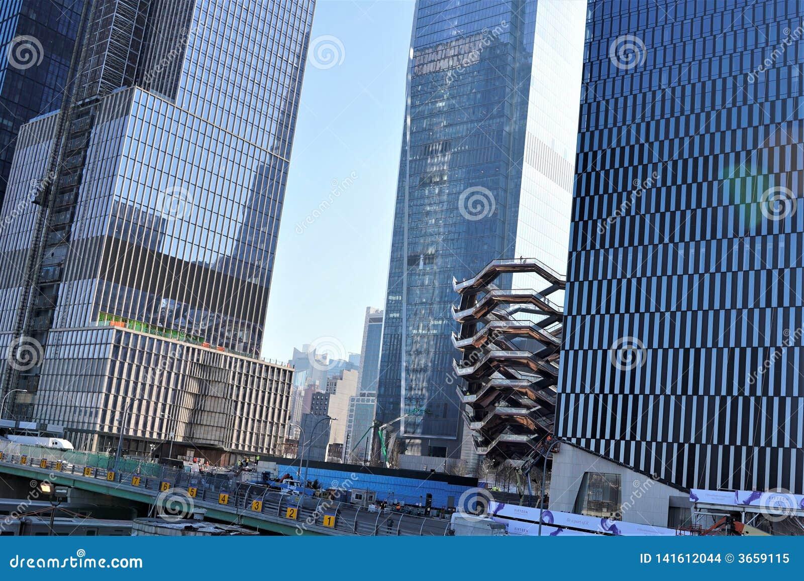 Nowy Jork Nowy Jork, usa,/- Marzec 09 2019: Naczynie, Hudson jardy w budowie, z pracownikami