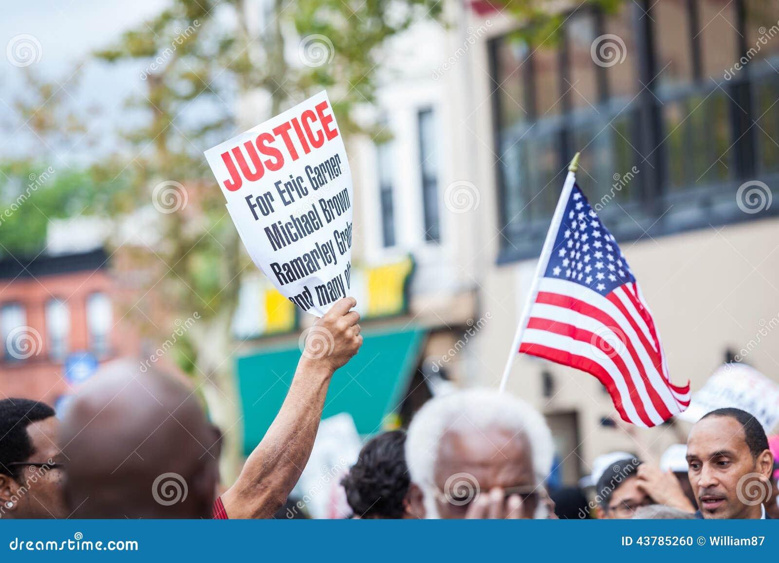 NOWY JORK, usa - SIERPIEŃ 23, 2014: Tysiące marsz w Staten Islan