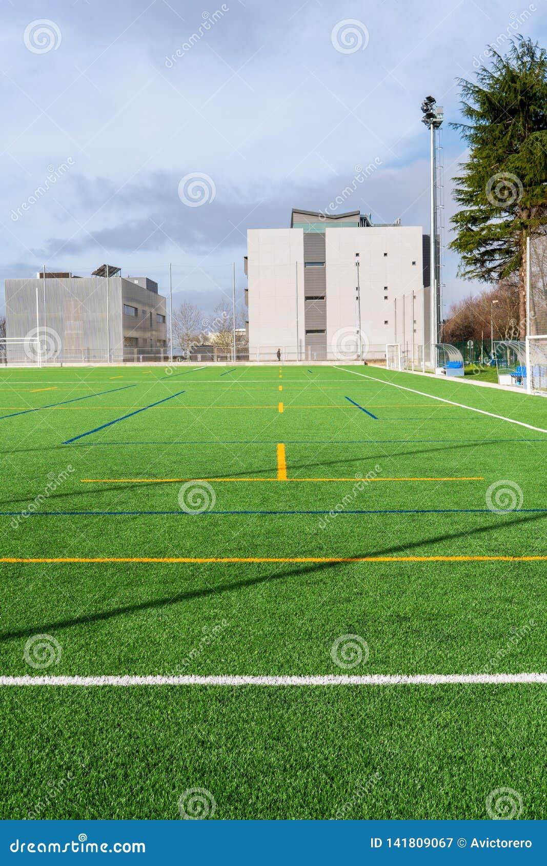 Nowy piłka nożna obóz z sztuczną murawą
