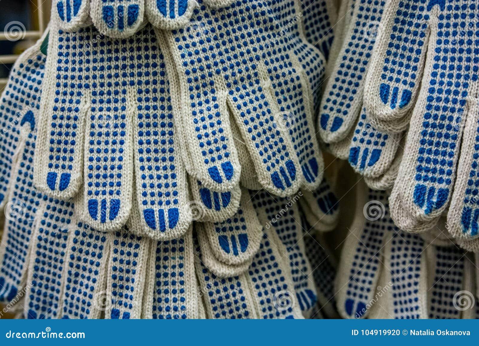 Nowych prac rękawiczki na supermarkecie