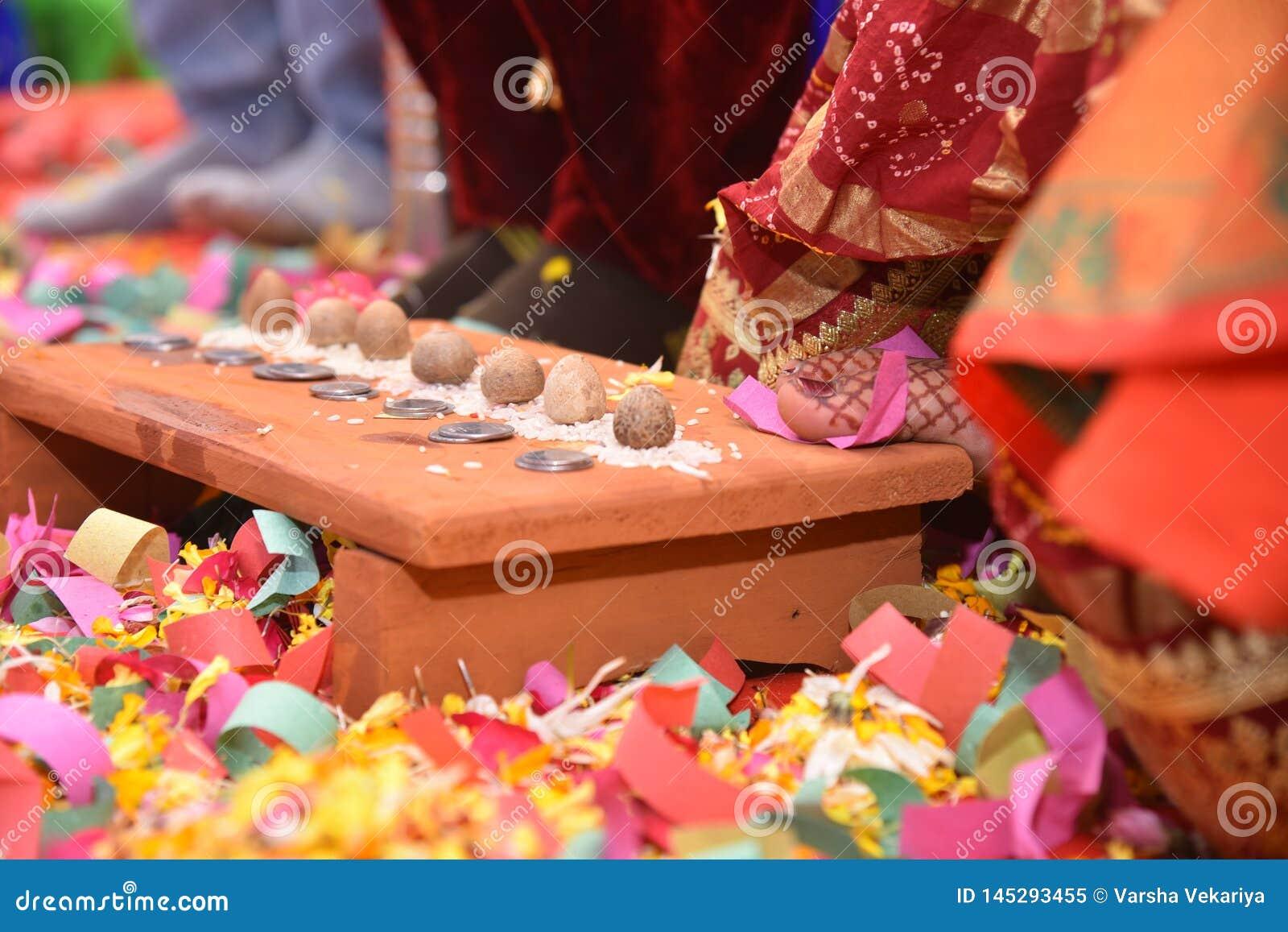 Nozze indiane tradizionali - Saptpadi - immagine