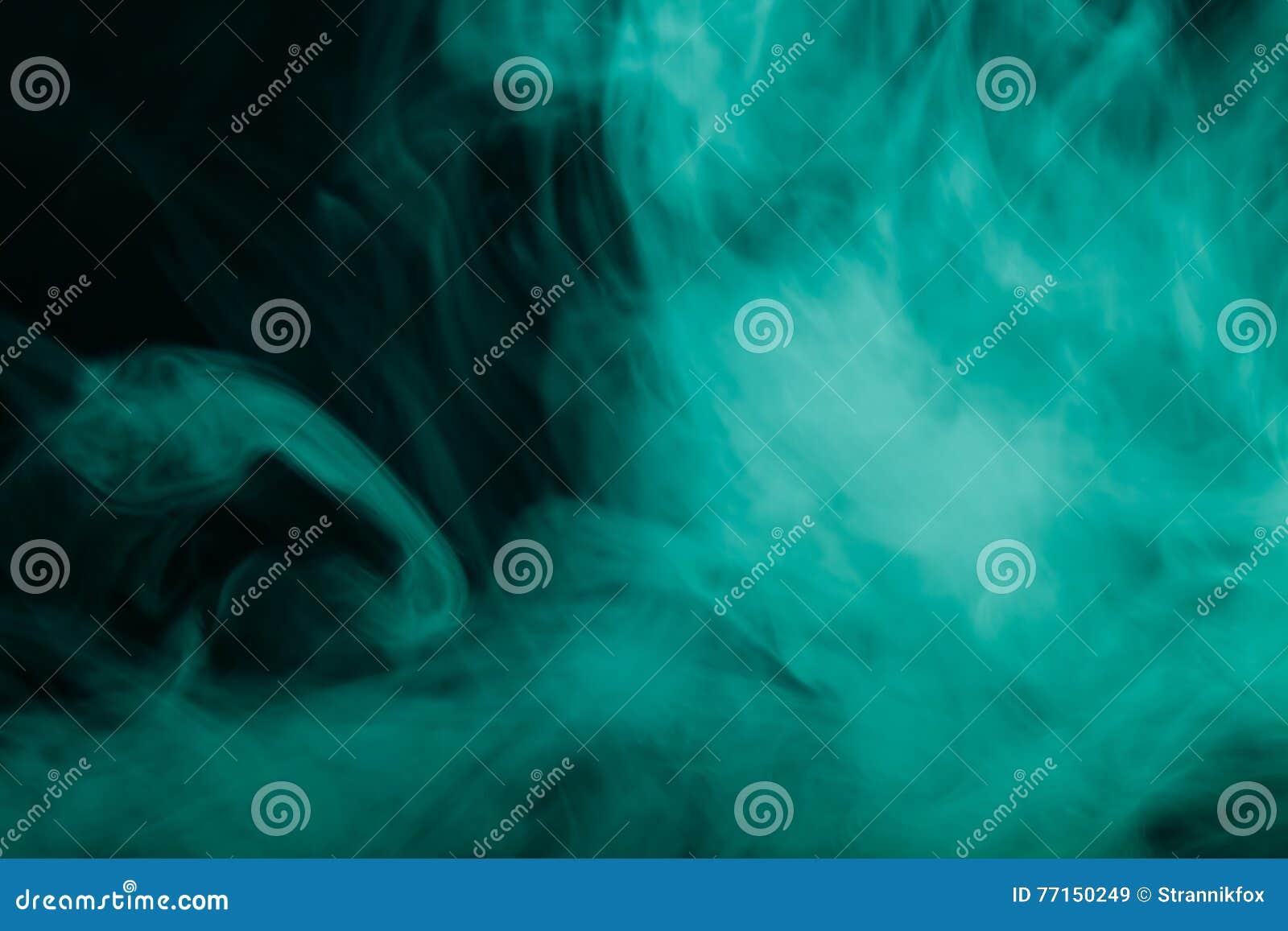 Nuage de fumée sur le fond noir Foyer sélectif toned