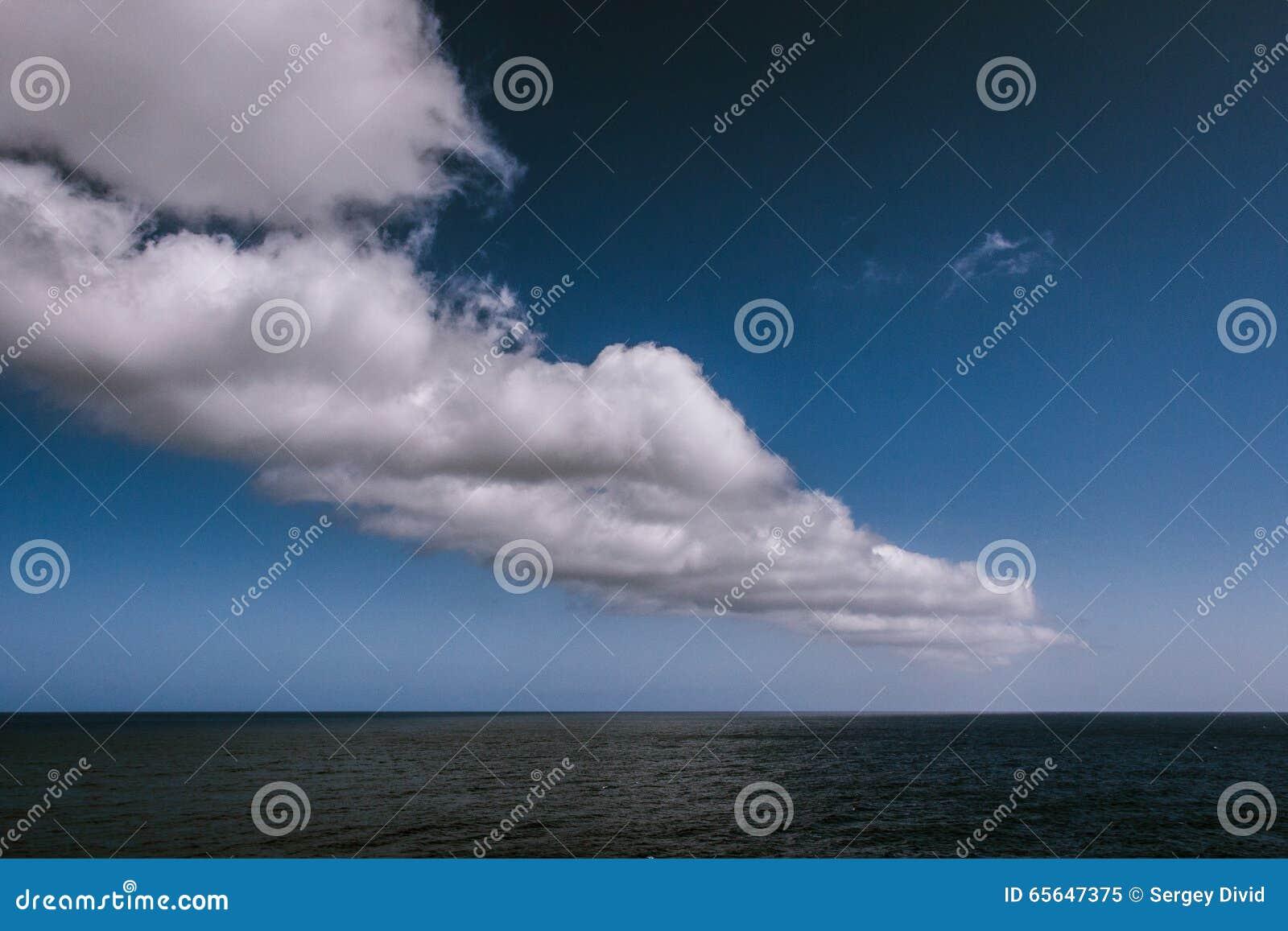 Nuages au-dessus d Océan atlantique