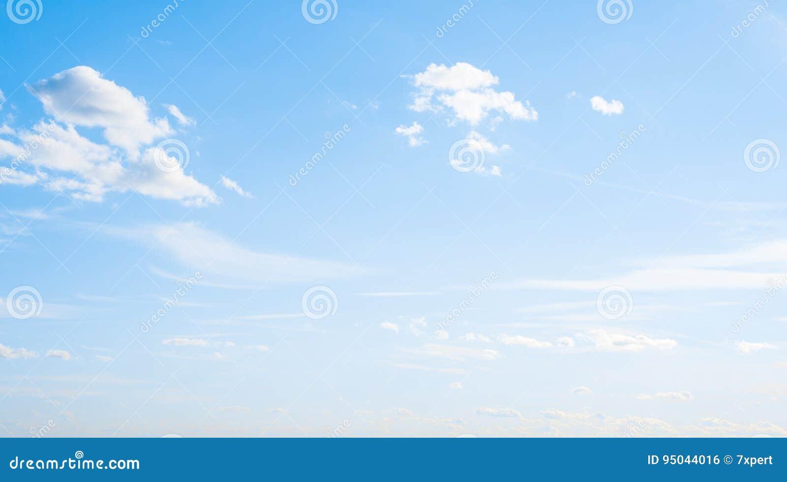 Nuages d espace libre de l atmosphère de ciel