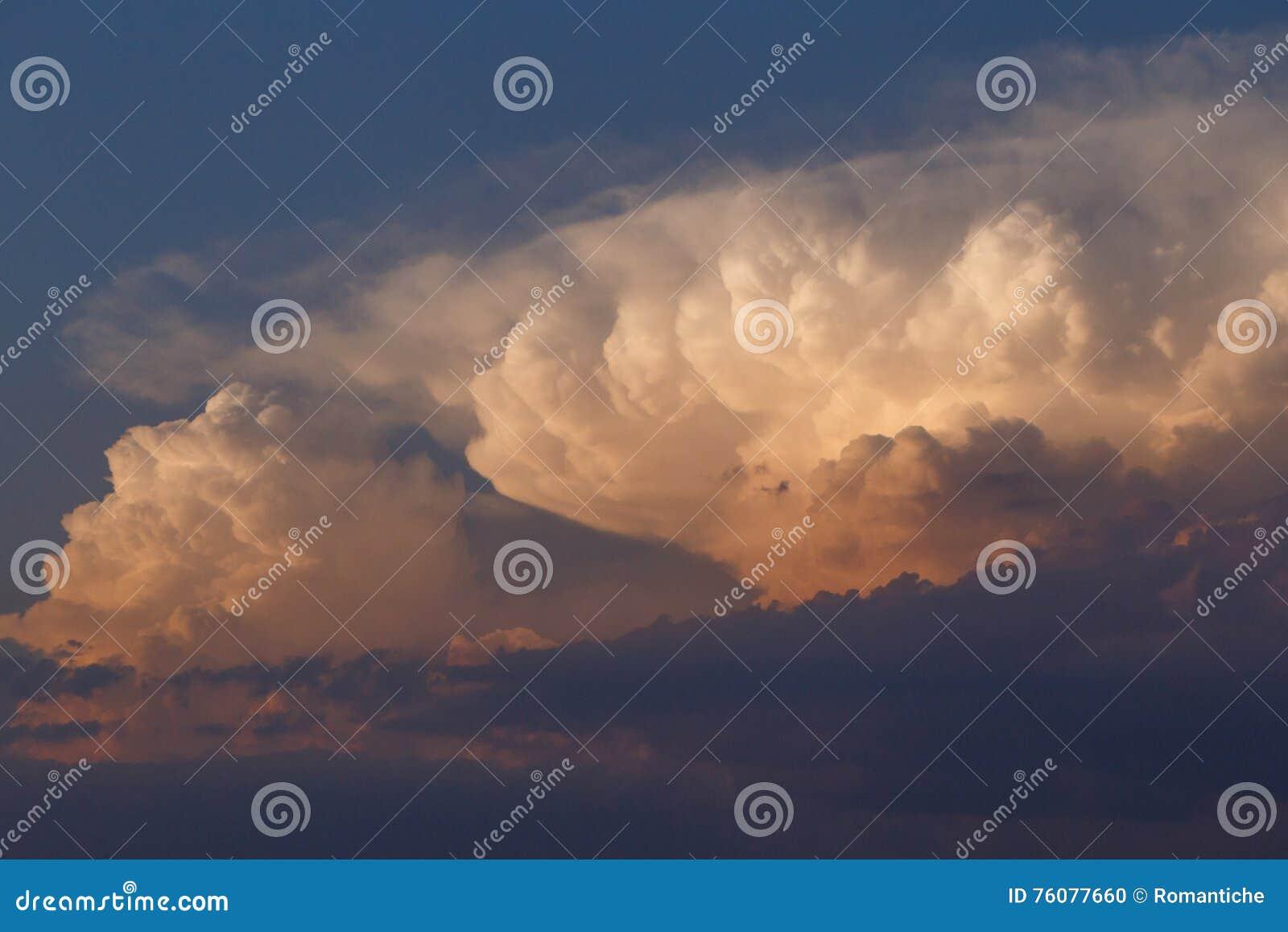 Nuages dans un ciel