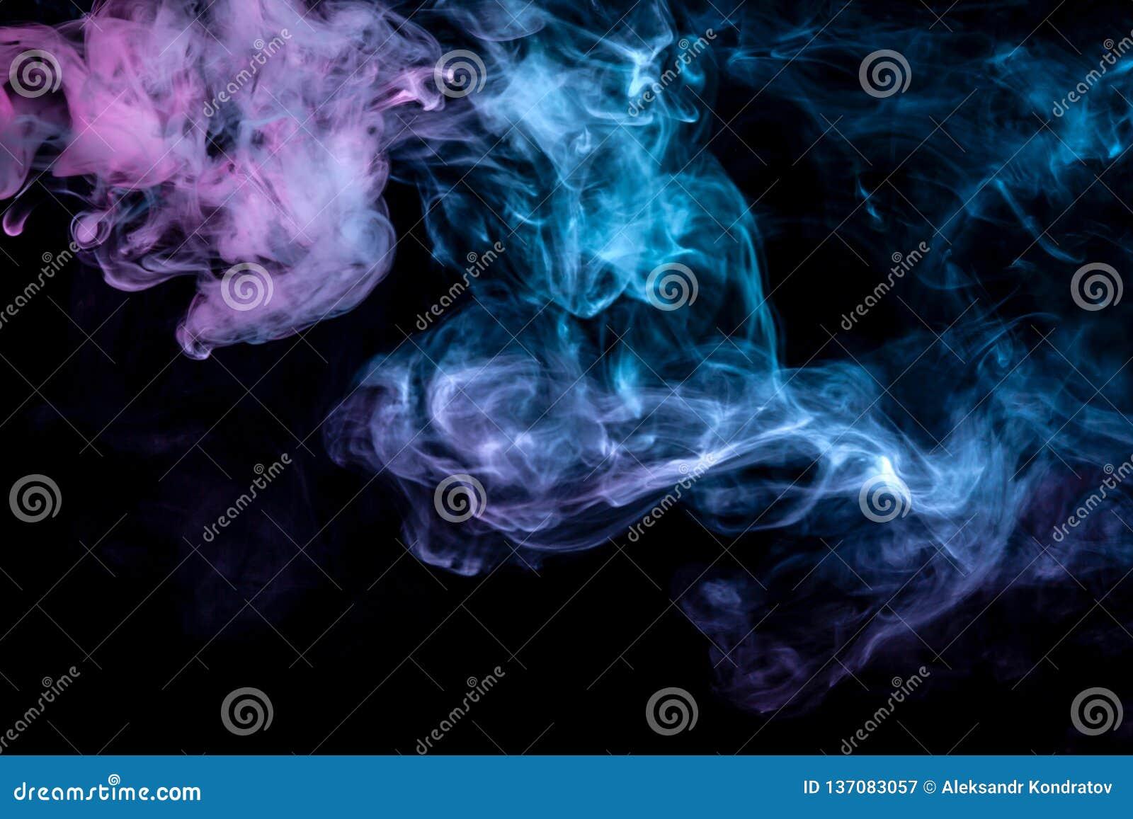 Nuages De Fumee Coloree Bleu Rouge Vert Rose Faire Remonter L Ecran Sur Un Fond Noir Dans La Fin Image Stock Image Du Vert Noir 137083057