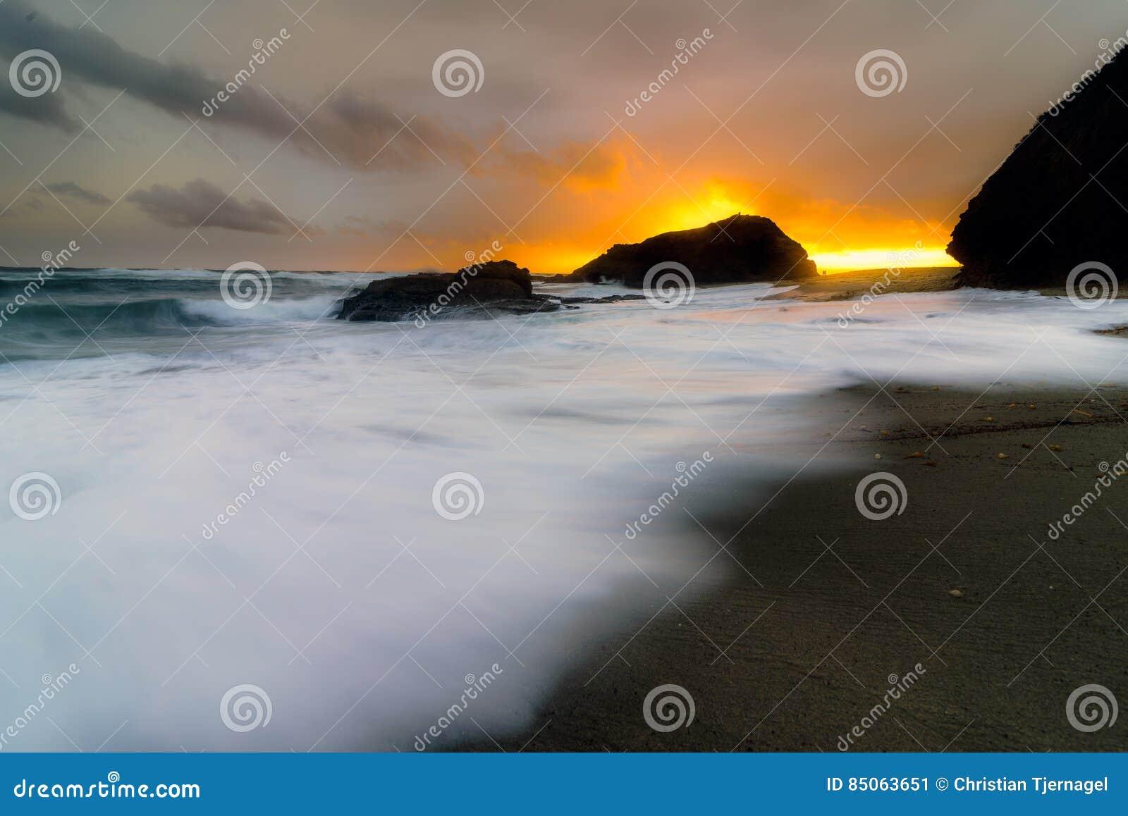 Nuages de tempête dans le Laguna Beach, CA