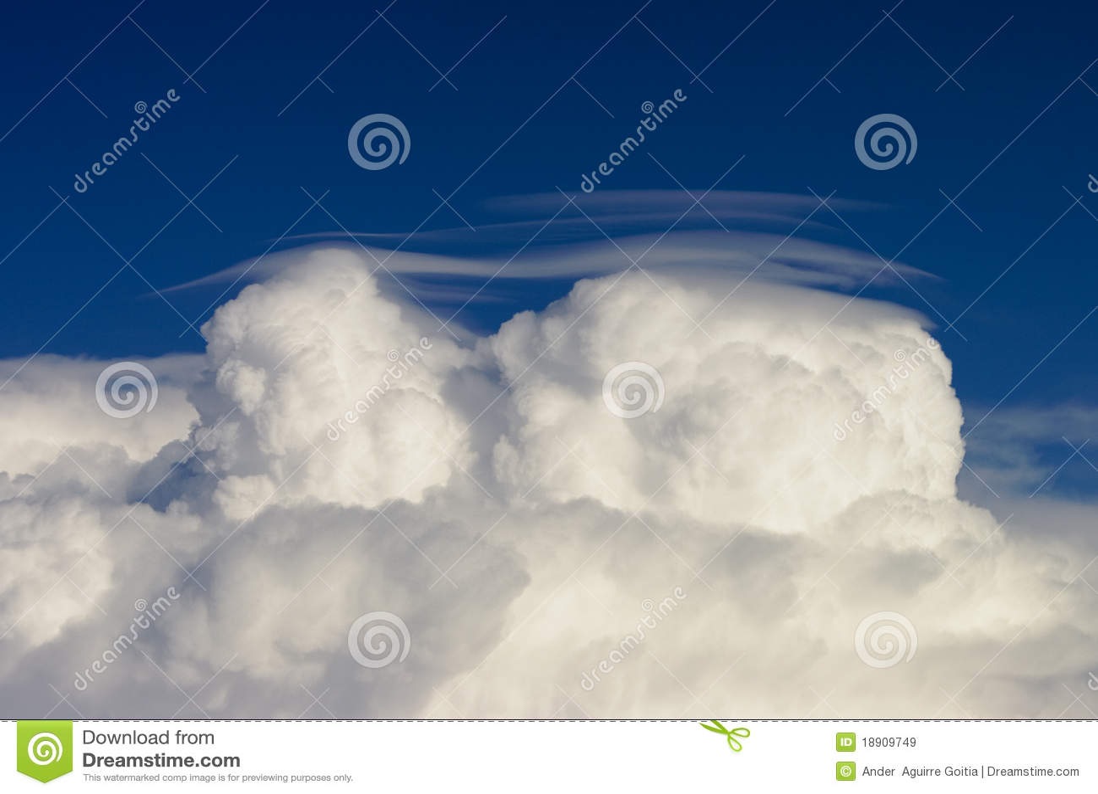 Nube a cappuccio del cumulo
