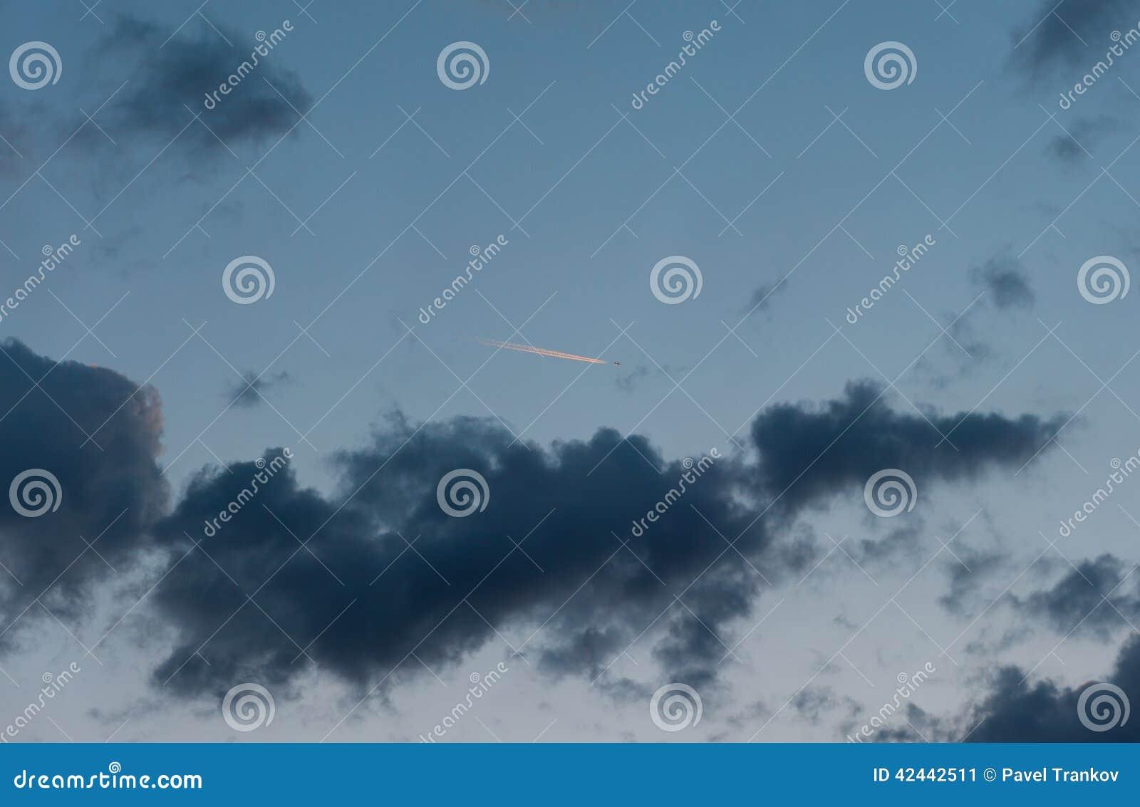 Nube de Aviaticus en el gloaming