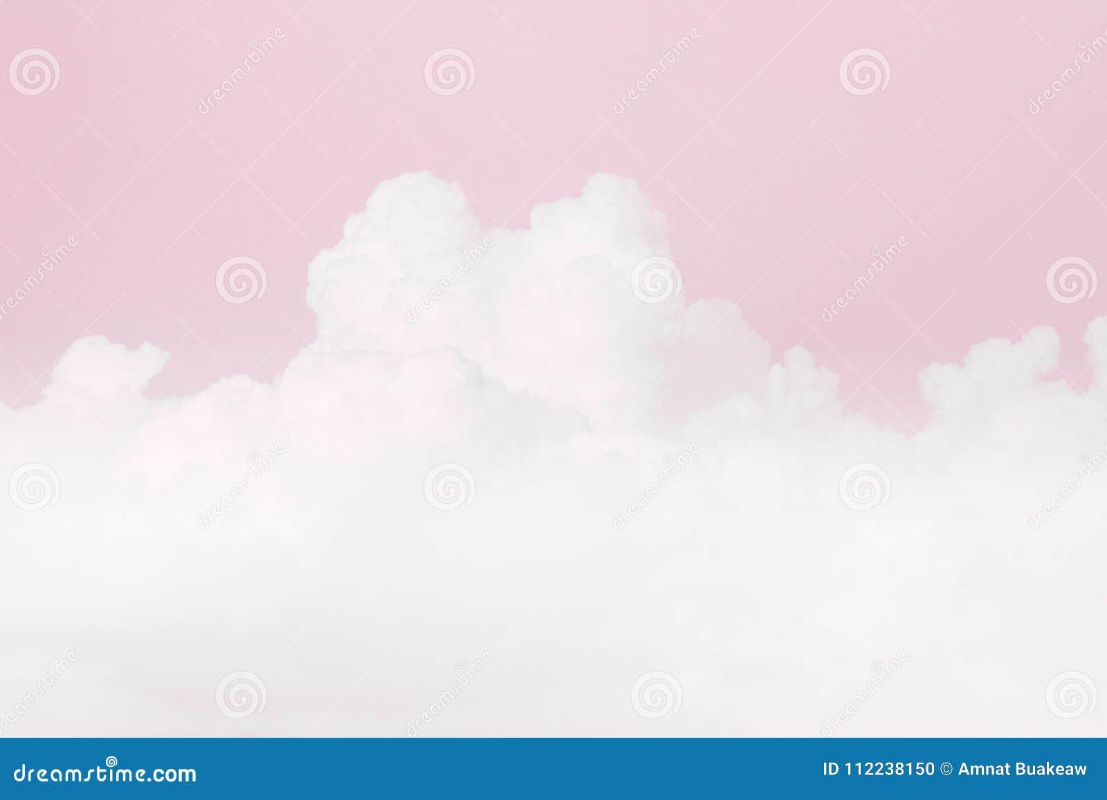 Nube suave del cielo, fondo suave del color del rosa en colores pastel del cielo, fondo de la tarjeta del día de San Valentín del