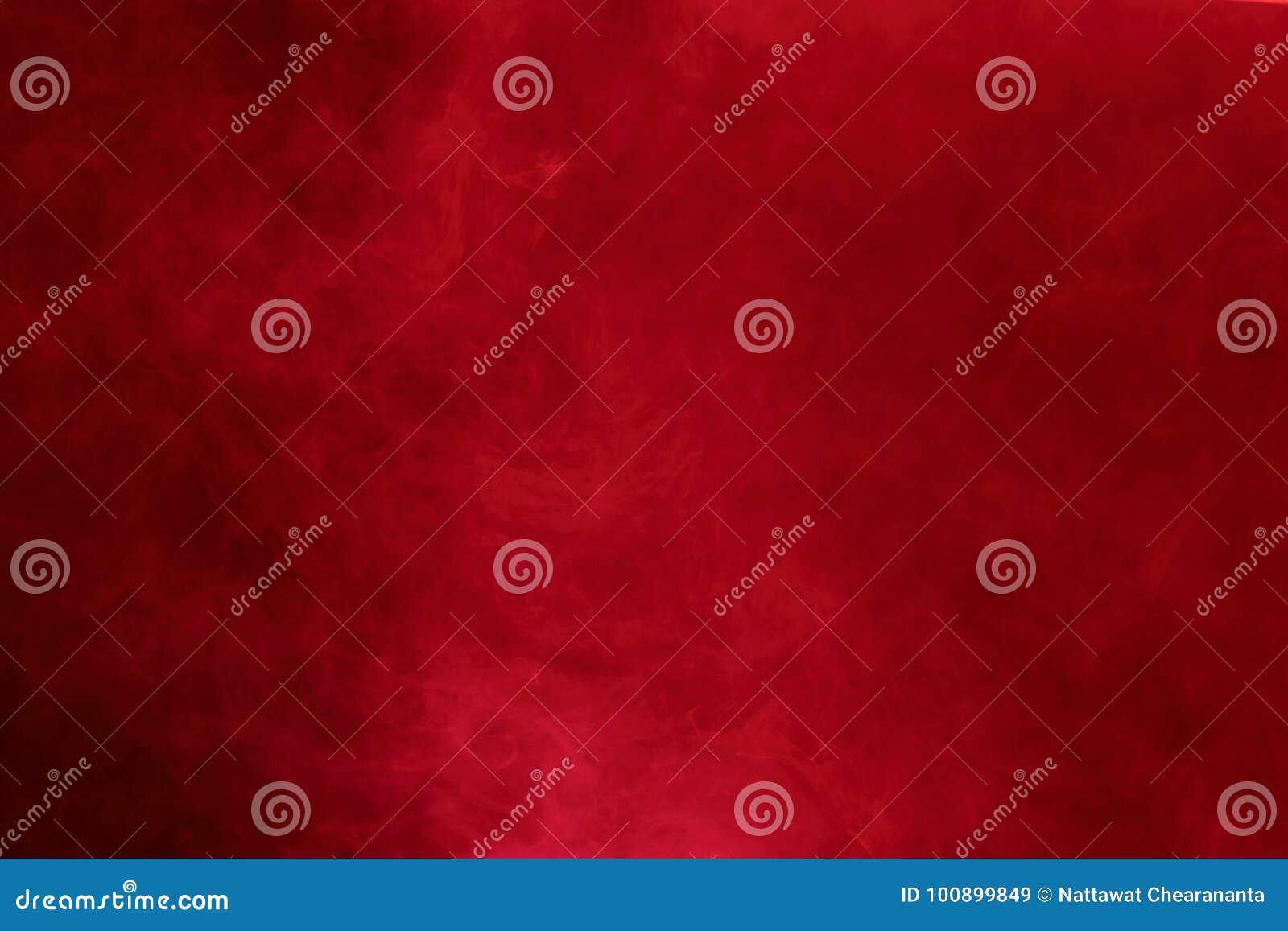 Nubes de humo abstractas rojas, todo el movimiento borroso, intención hacia fuera o