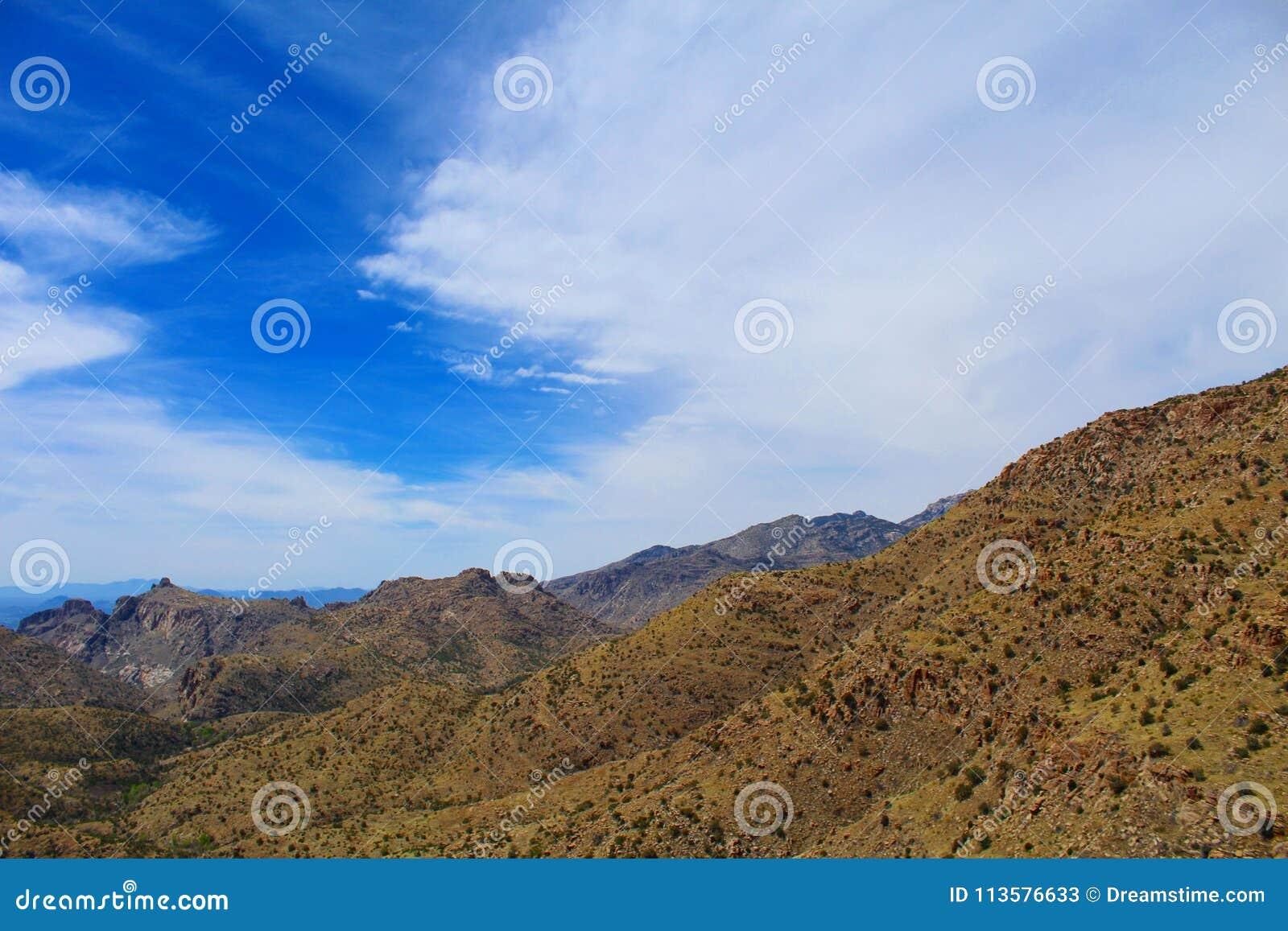 Nubes de la montaña del desierto