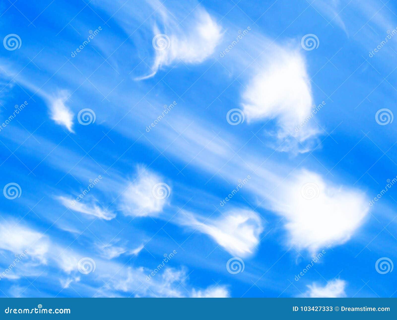 Nubes De Los ángeles De Los Corazones En Un Fondo Azul Imagen De