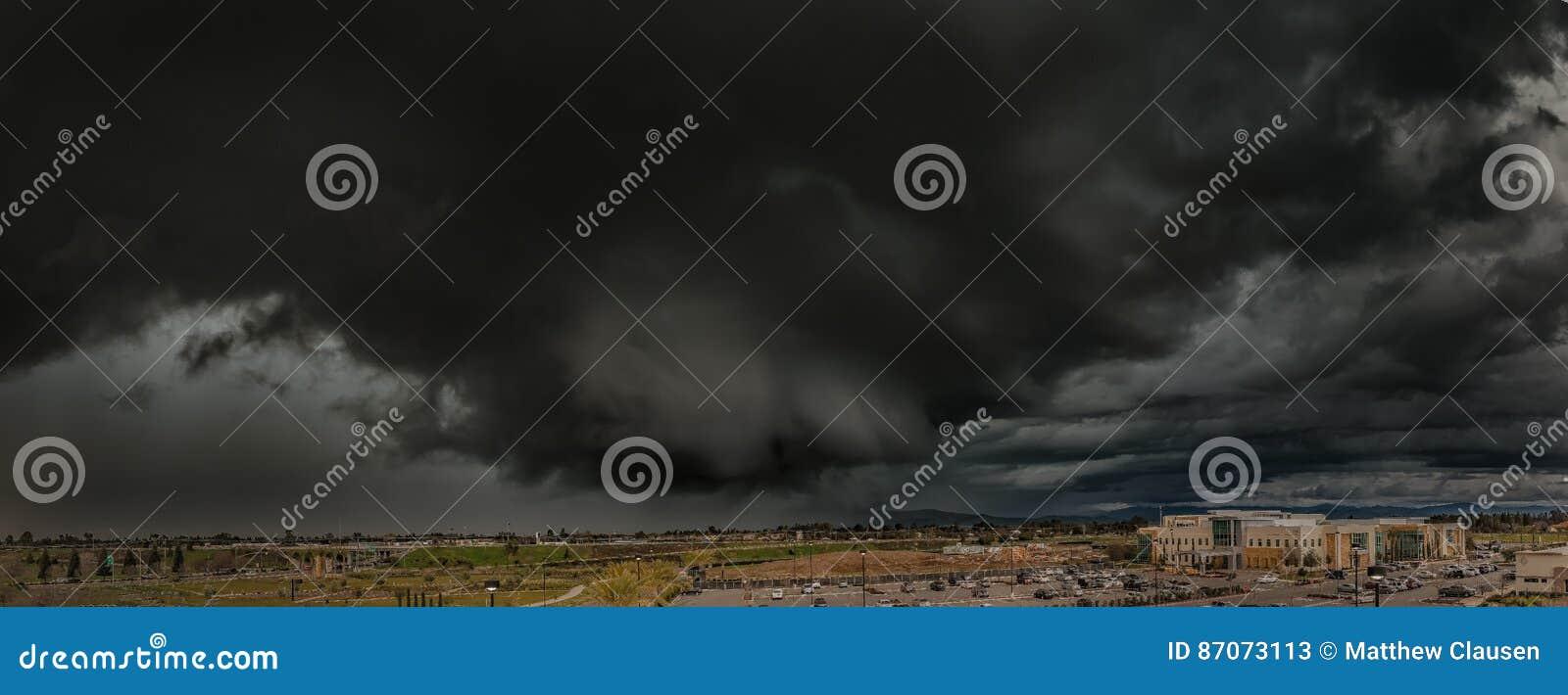 Nubes de tormenta de California