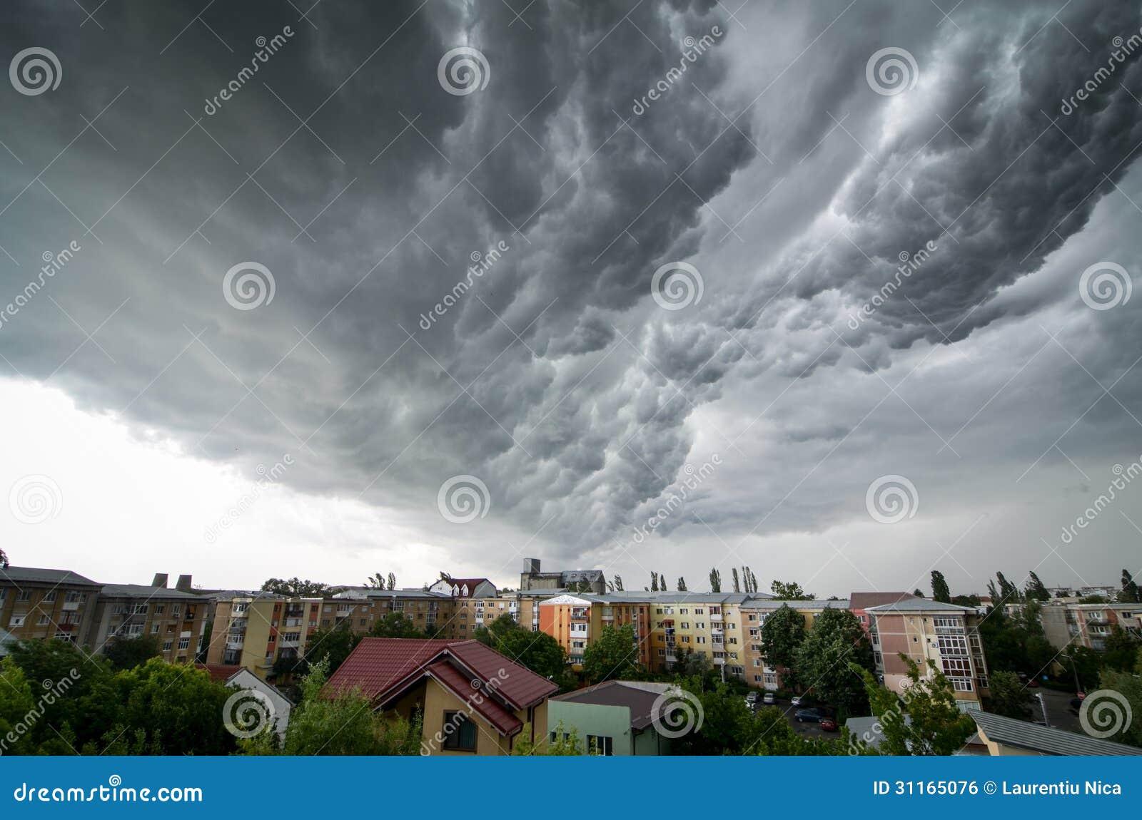 Nubes de tormenta sobre la ciudad