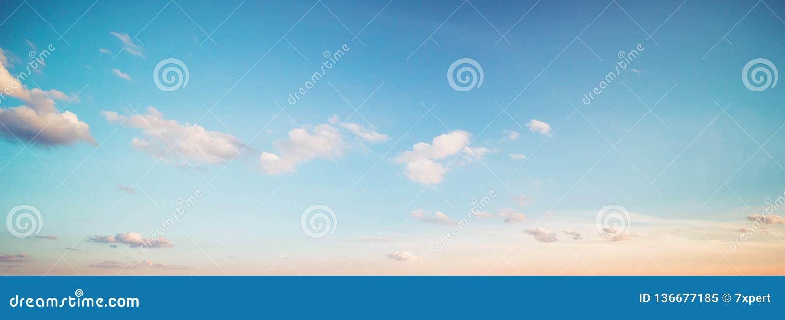 Nubes del cielo del verano