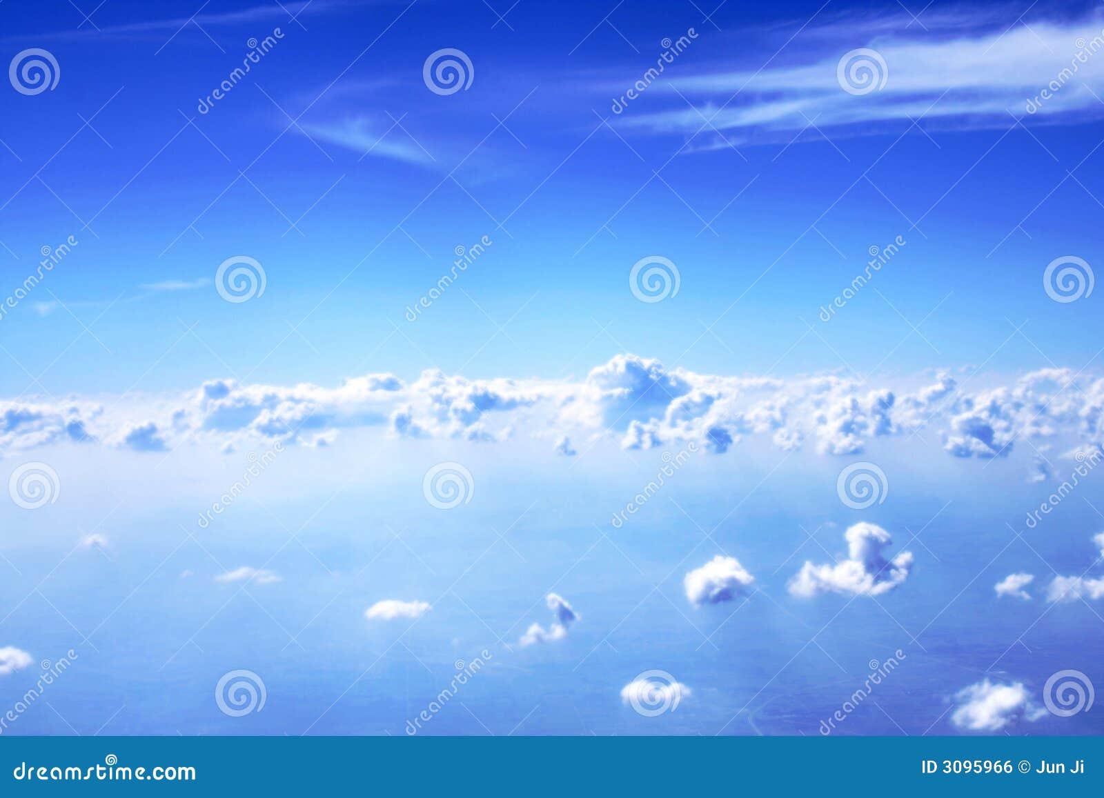 Nubi e cielo blu