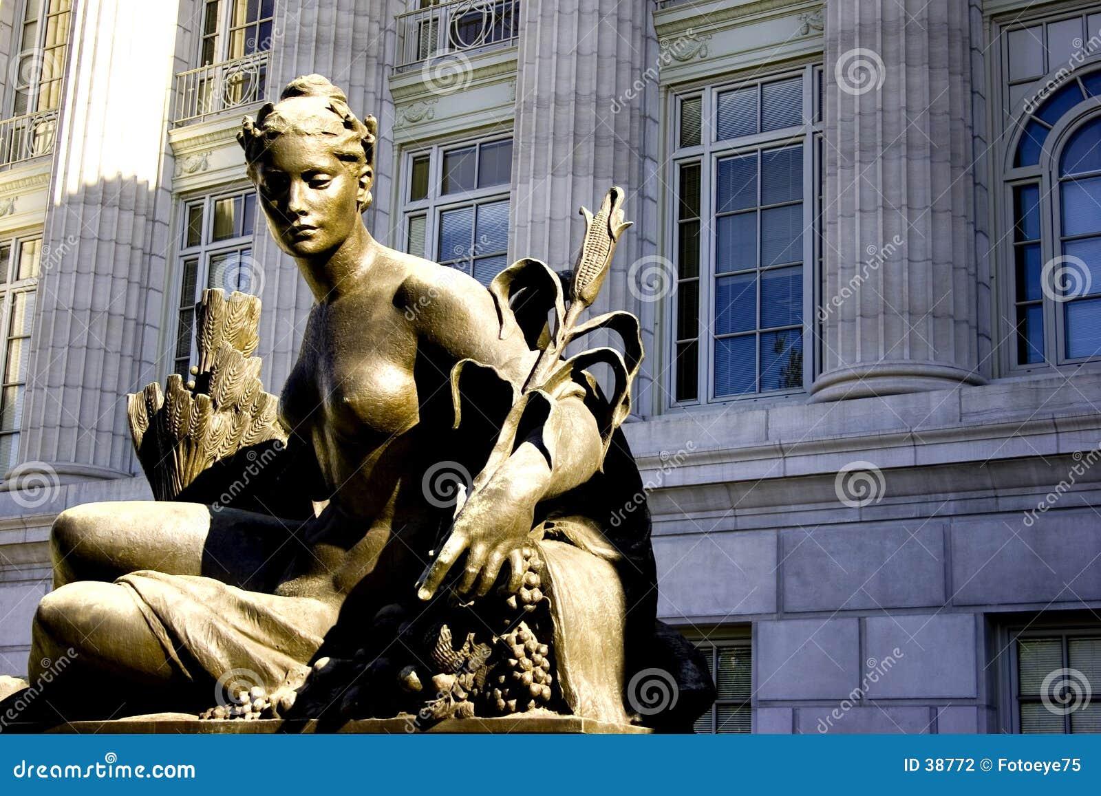 Download Nude femenino foto de archivo. Imagen de ciudad, gobierno - 38772