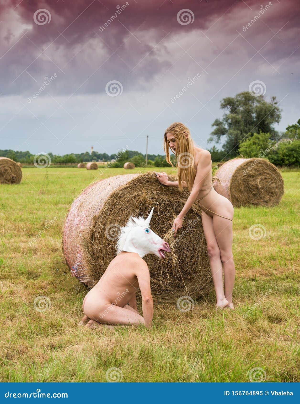 Frauen bilder blonde nackte Amateur nackte