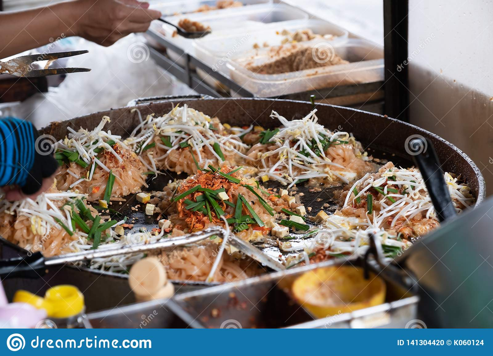 Nudel för stil för Thailand gatamat thai stekt panna