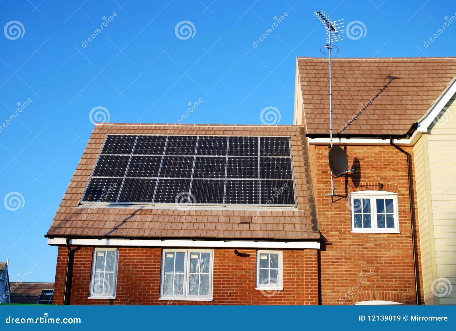 Nueva casa de la estructura con los paneles solares imagen - Precio estructura casa ...
