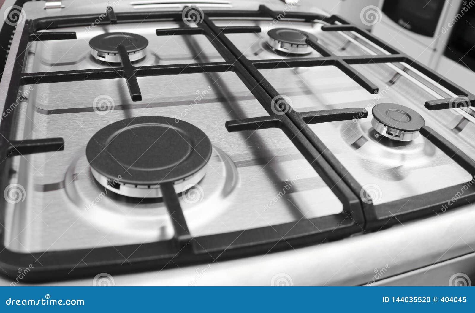 Nueva estufa de gas moderna con cuatro hornillas para la cocina, superficie de acero inoxidable