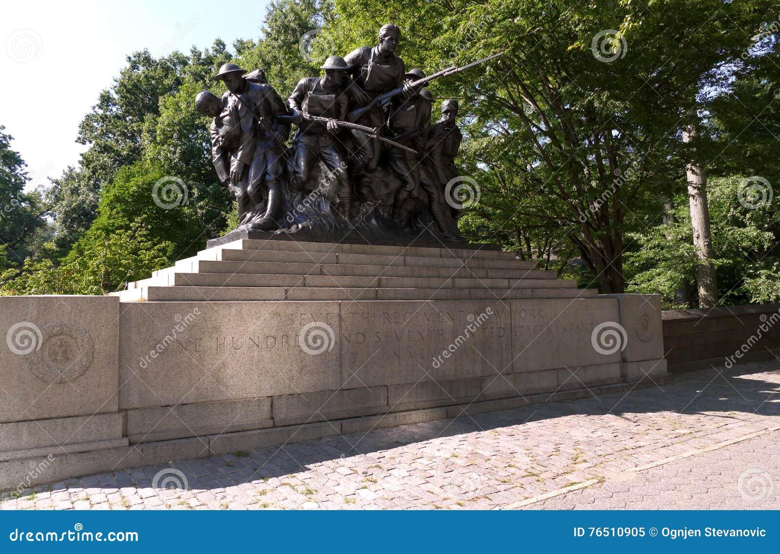 NUEVA YORK, ESTADOS UNIDOS - 25 de agosto de 2016: Monumento para el 7mo regimiento de la milicia de Nueva York - los E.E.U.U. 10