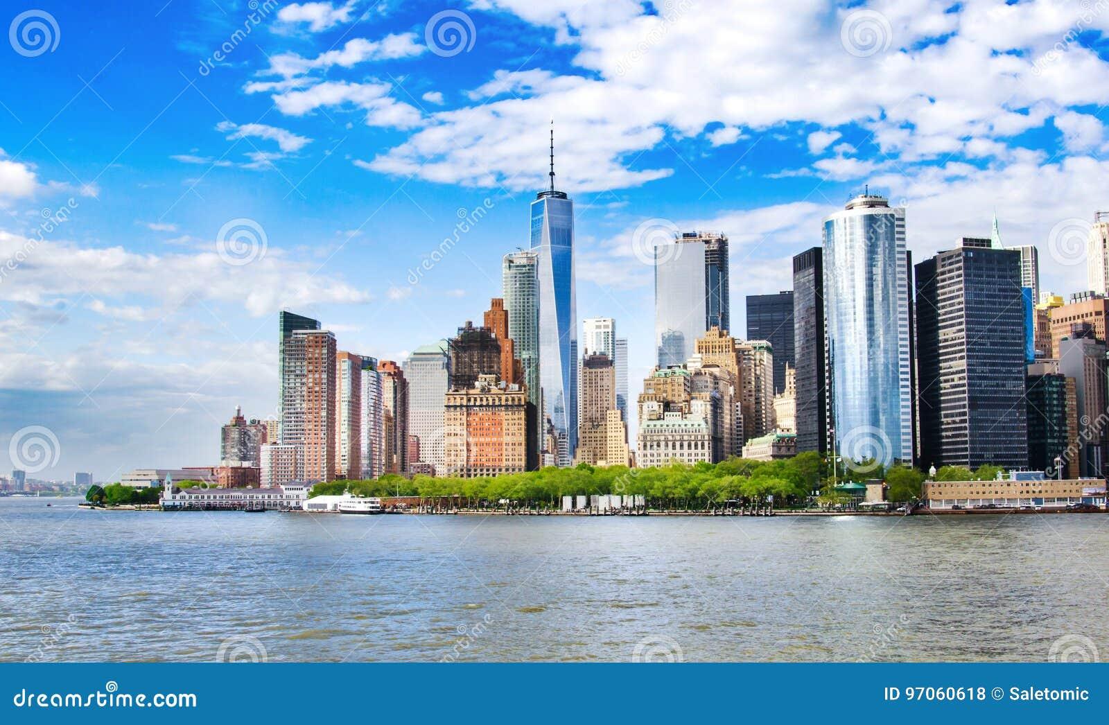 Nueva York, los E Opinión del horizonte del Lower Manhattan con el arquitecto urbano