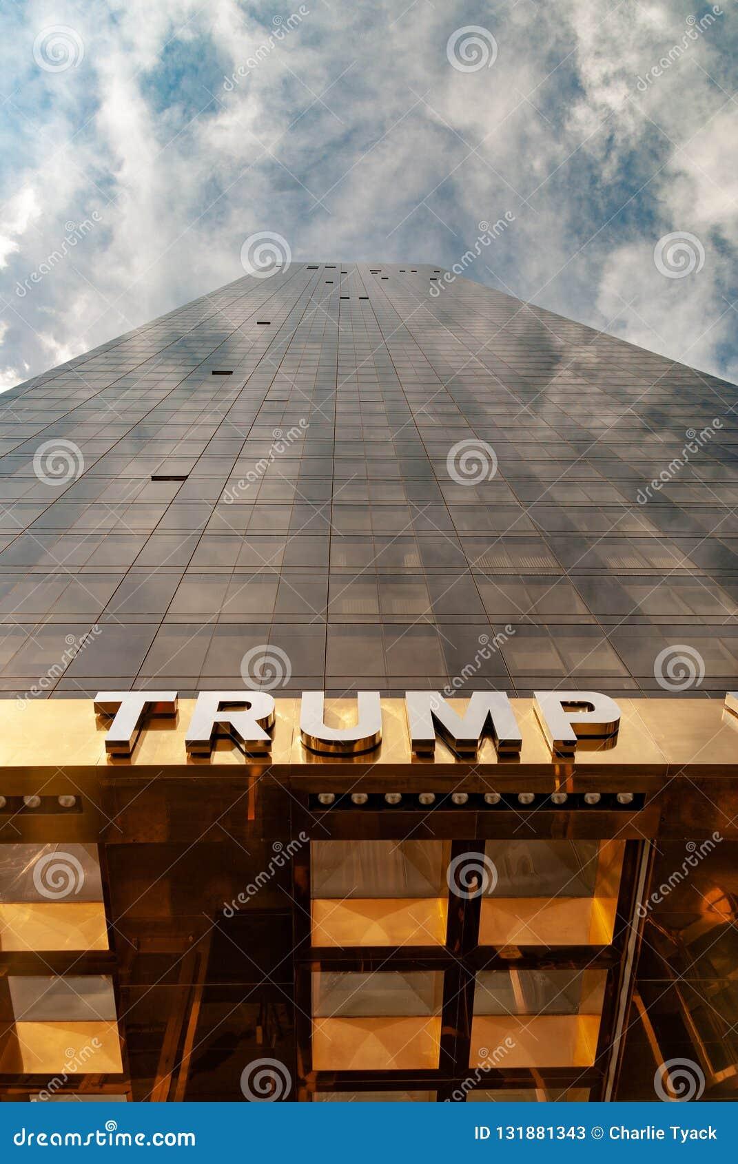 Nueva York, los E.E.U.U.: 29 de septiembre de 2009 - torre del mundo del triunfo - aspecto del retrato