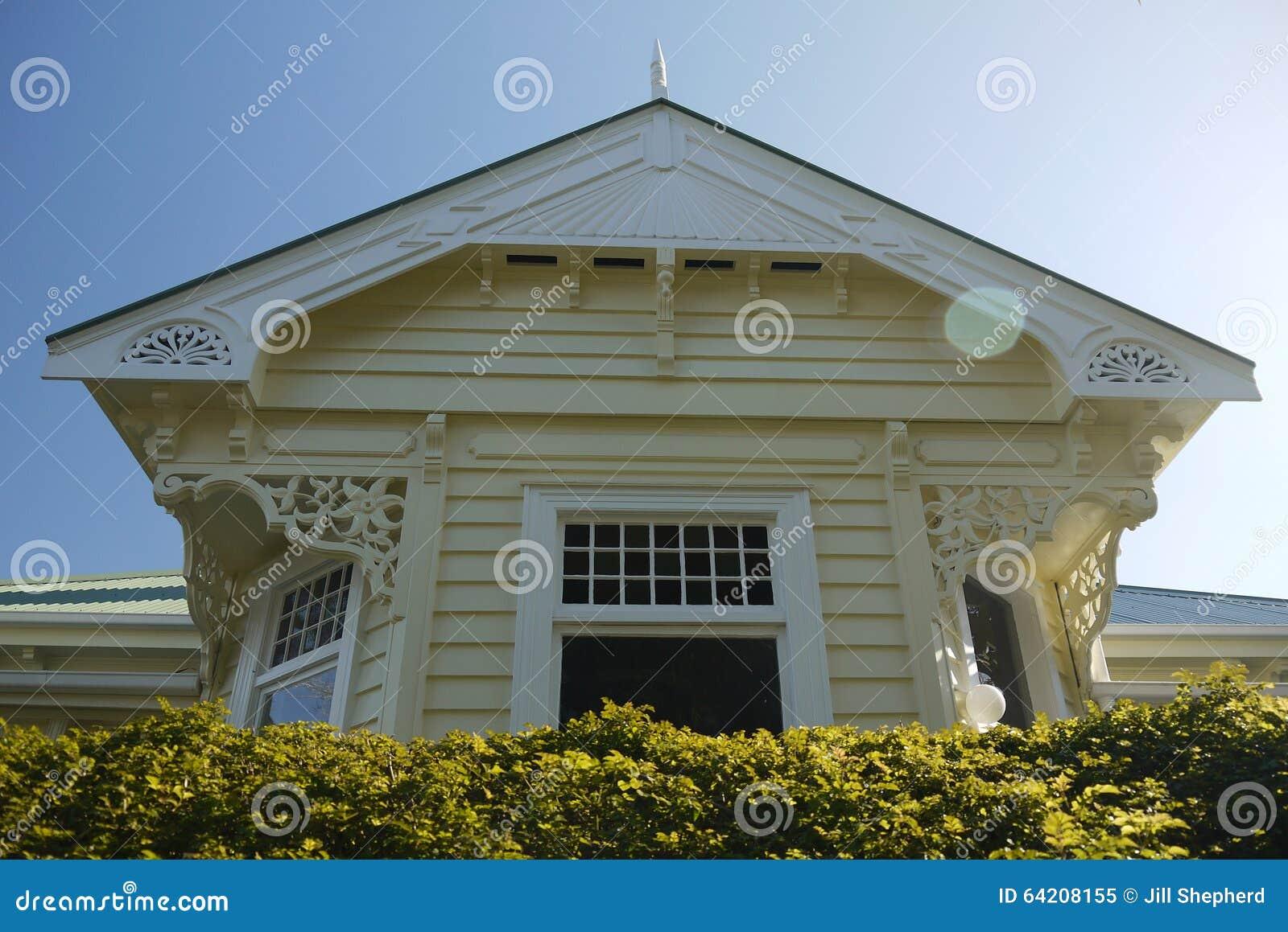 Nueva Zelanda: hogar de madera clásico del chalet