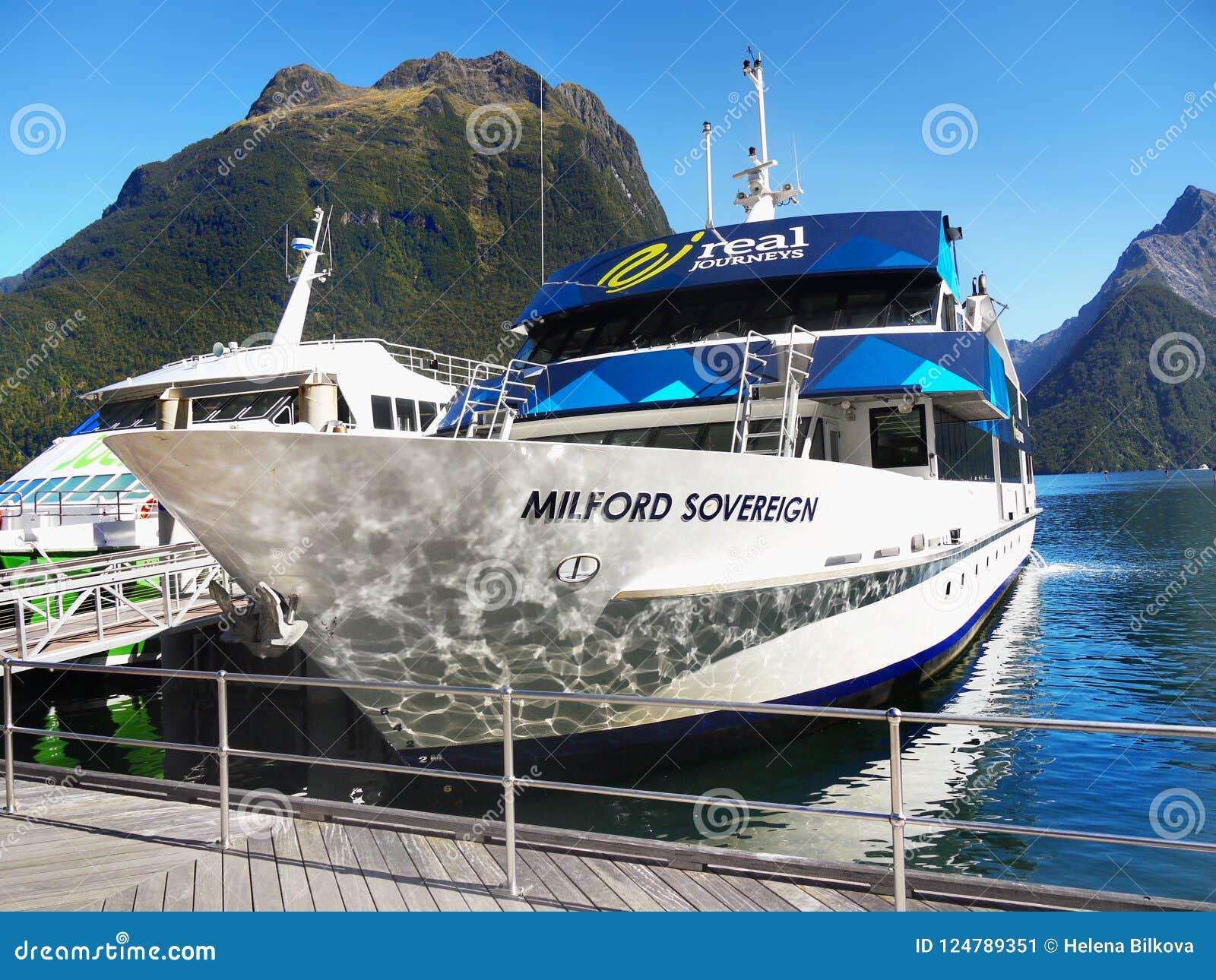 Nueva Zelanda, paisaje escénico del fiordo, travesía de Milford Sound