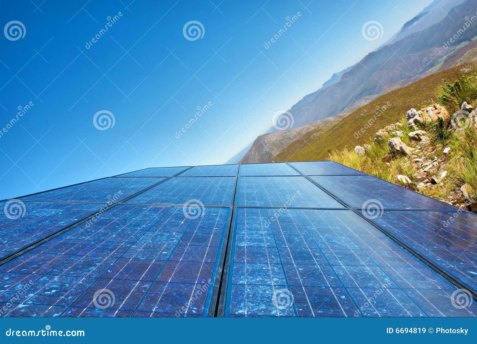 ?Nuevas células solares azules del cielo? - y montaña impresionante