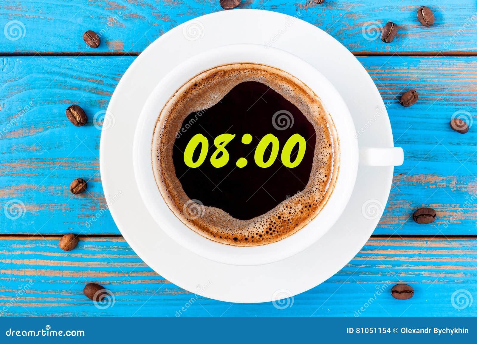 Nueve horas o 8:00 en la taza de la mañana de café les gusta una cara de reloj redonda Visión superior