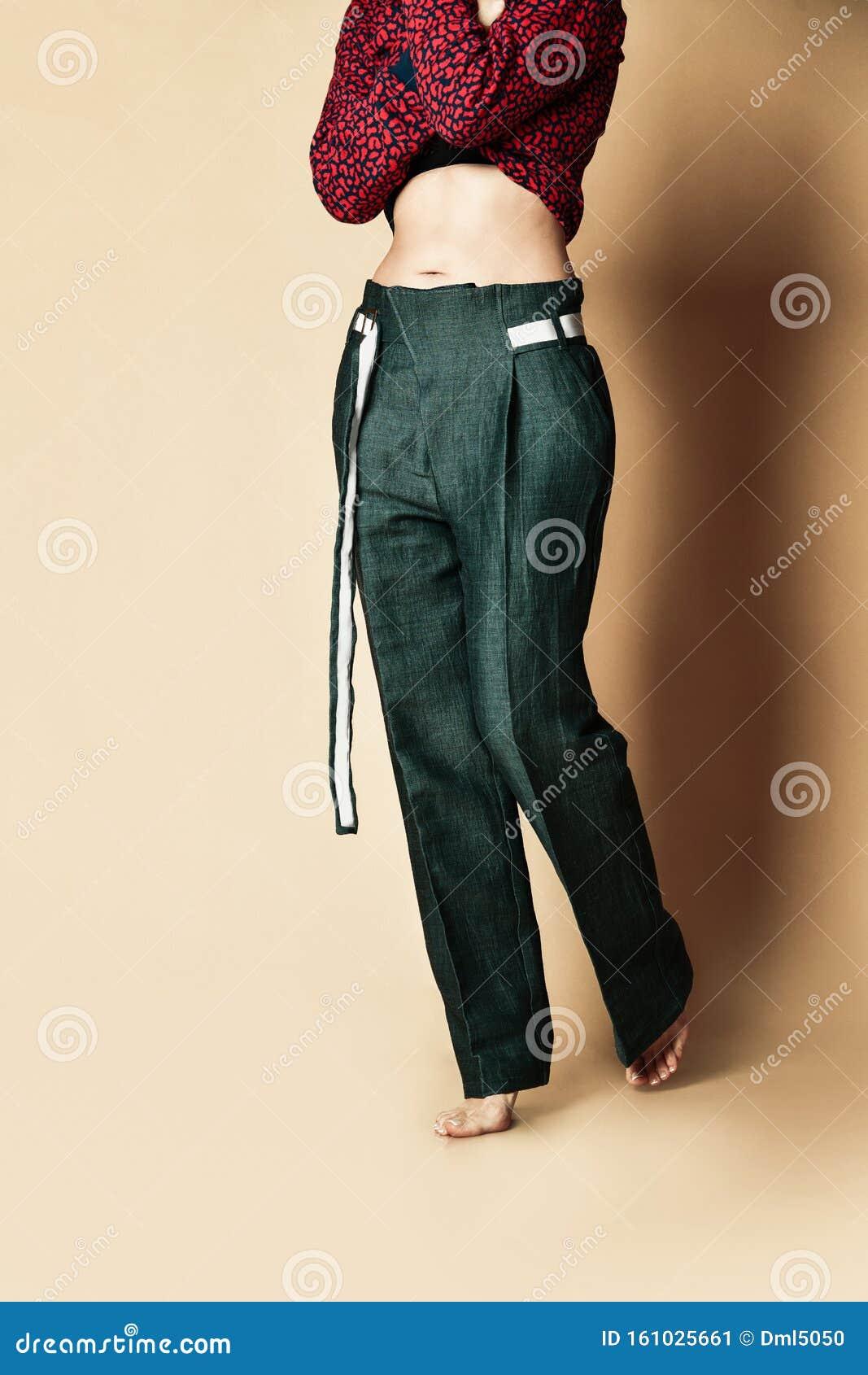 Nuevo Diseno Mujer Pantalones Verdes Ropa De Mujer Casual Con Cinturon En Beige Imagen De Archivo Imagen De Nuevo Mujer 161025661