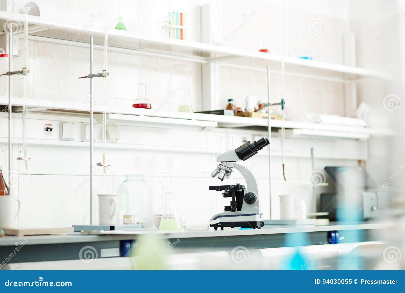 Nuevo equipamiento médico en laboratorio