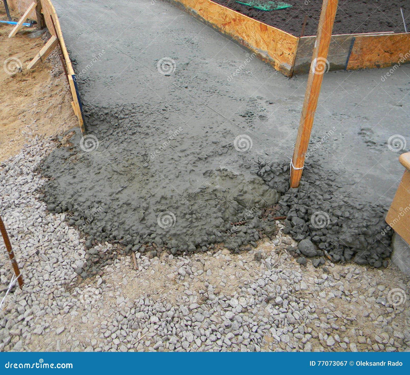 nuevo pavimento concreto para el camino del jardn construccin de la trayectoria del jardn foto