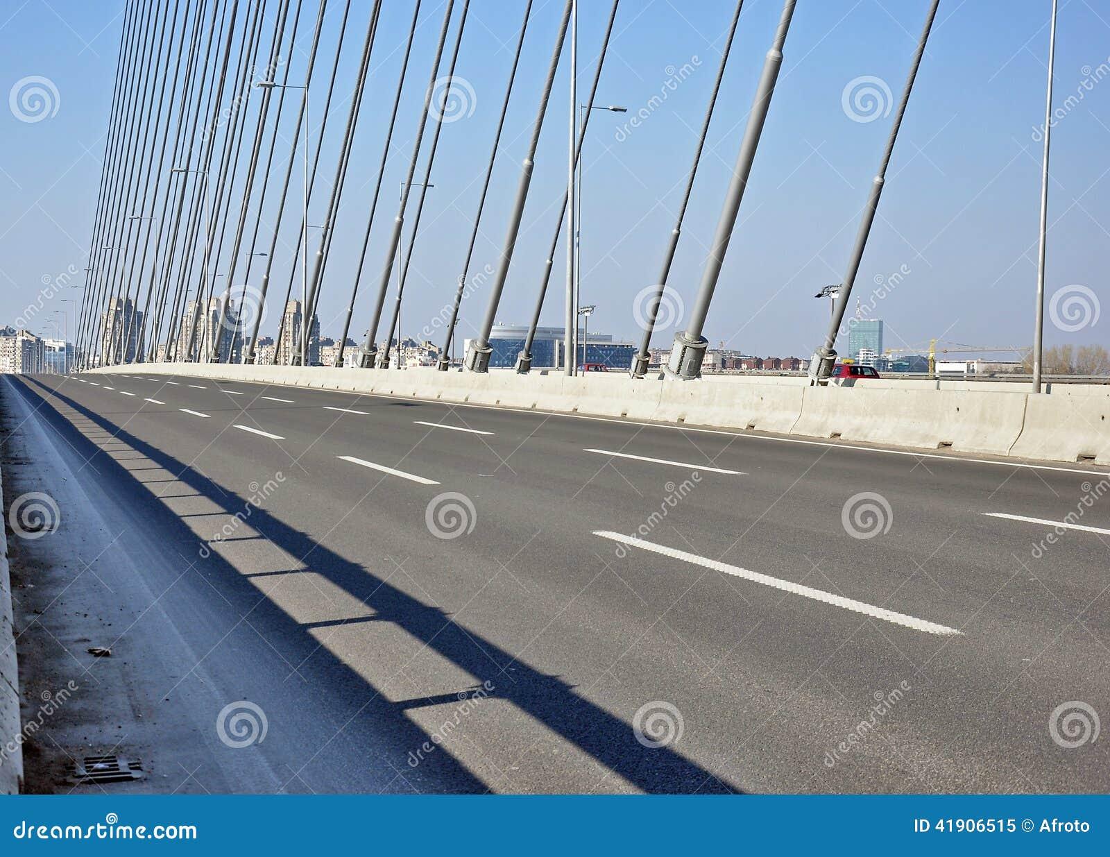 Nuevo puente moderno